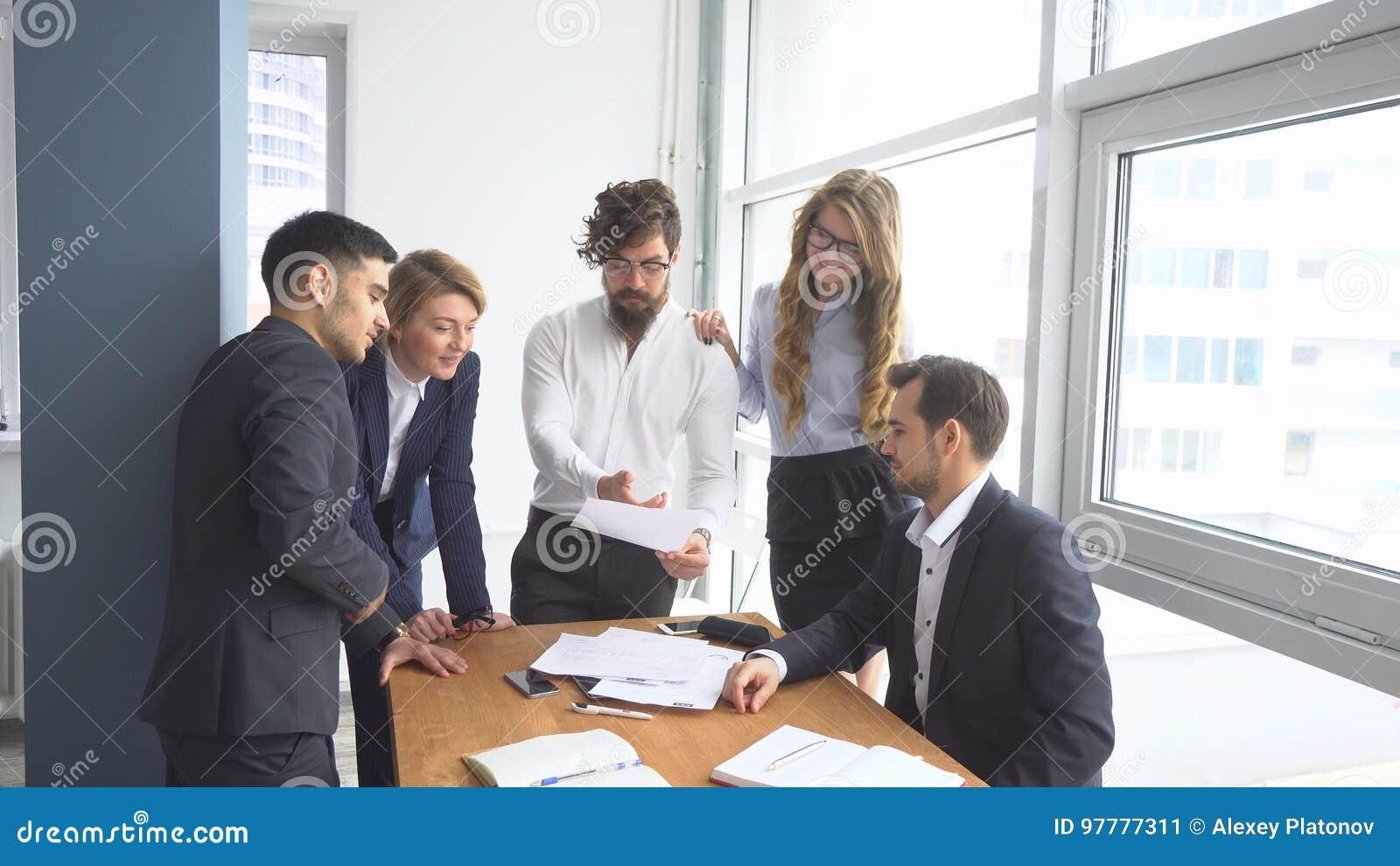 Ufficio Lavoro : Lavoro in affitto cosa sapere se ti assume un agenzia donna moderna