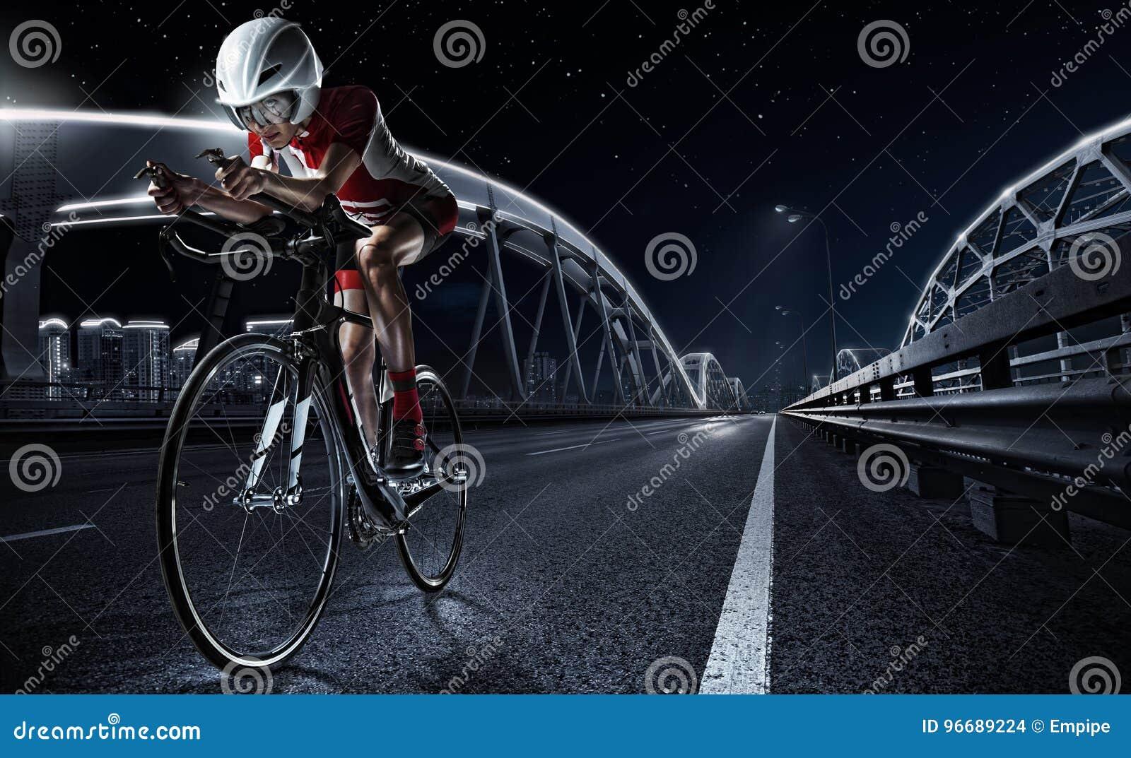 Ambiti di provenienza di sport Bici atletica della strada di riciclaggio della donna