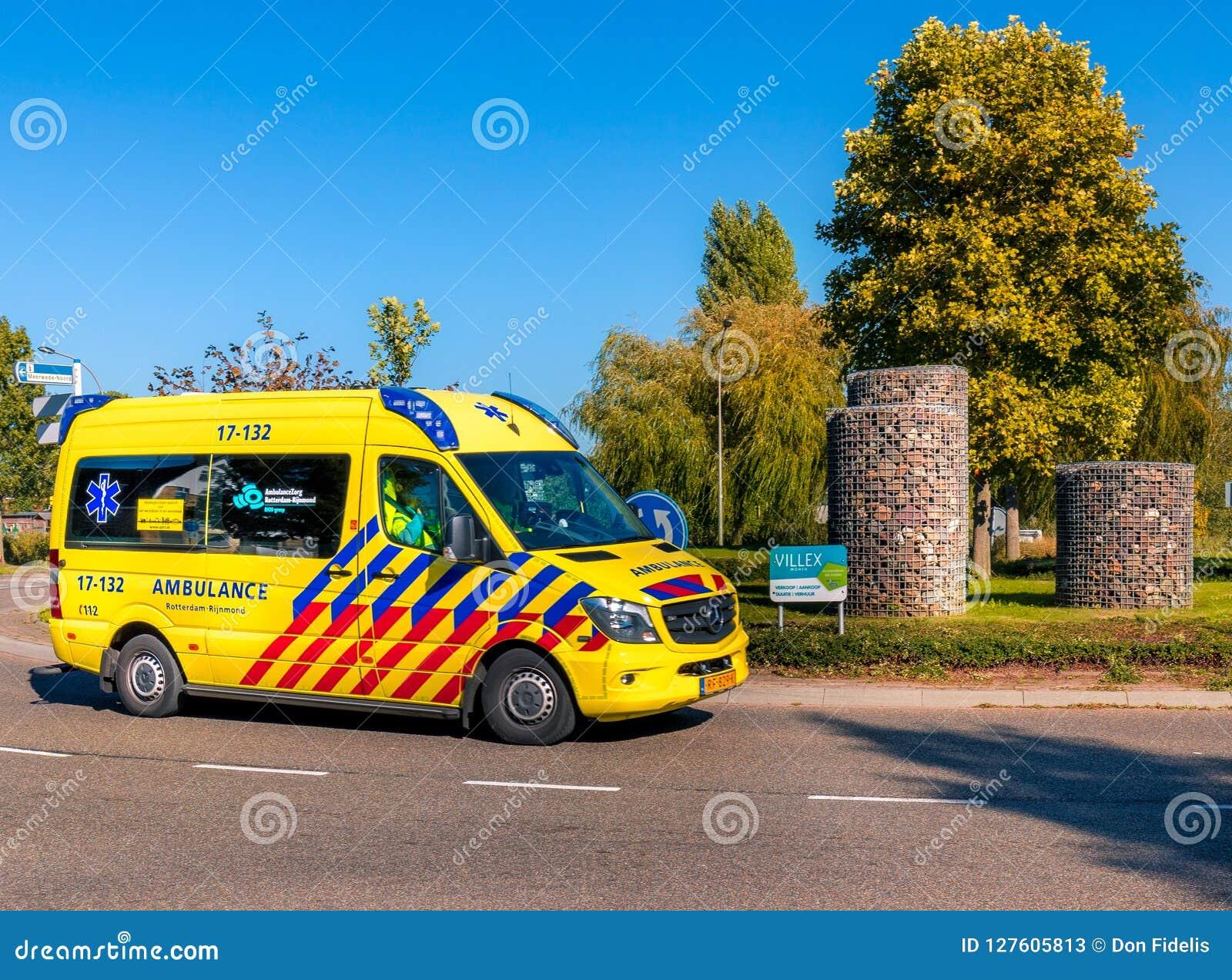 Ambulance néerlandaise sur le rond point