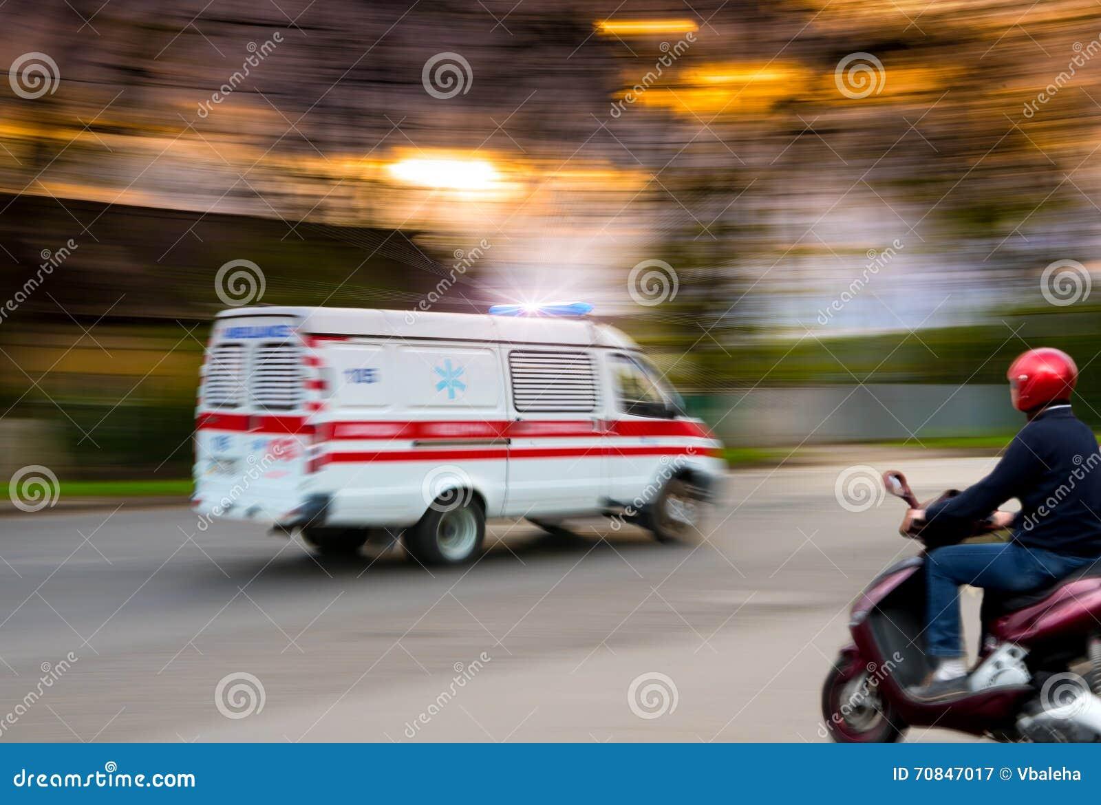 Ambulancia en el movimiento