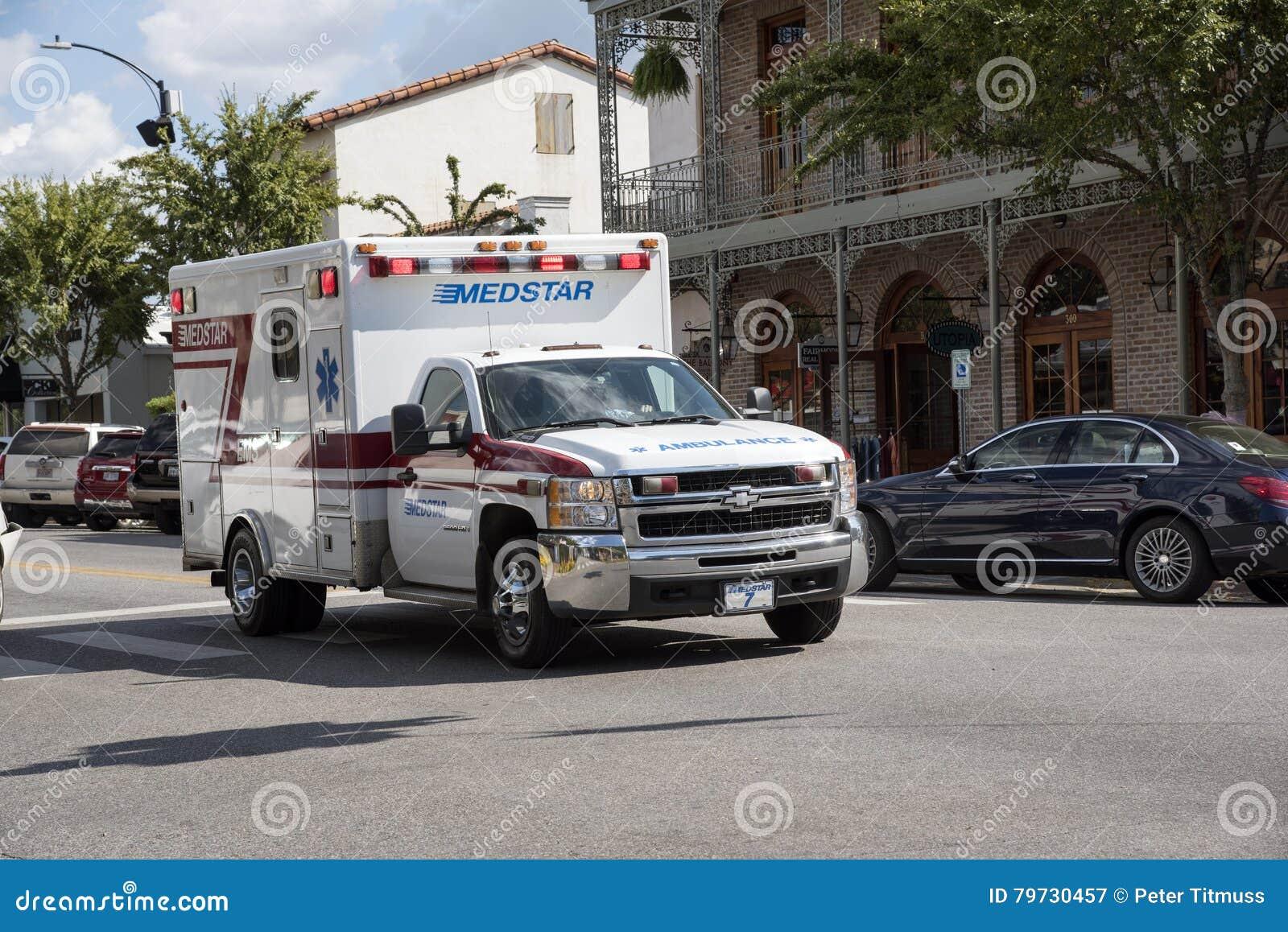 Ambulancia en un reclamo de la emergencia