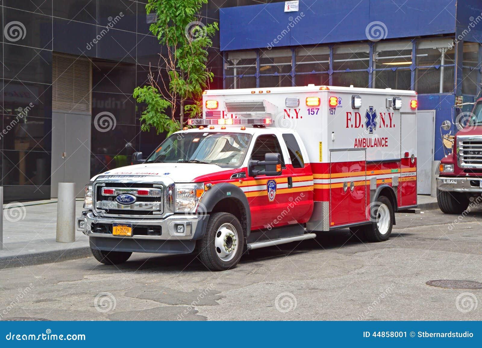 Ambulansbil av tjänstgörande brandstationNew York nöd- medicinsk service