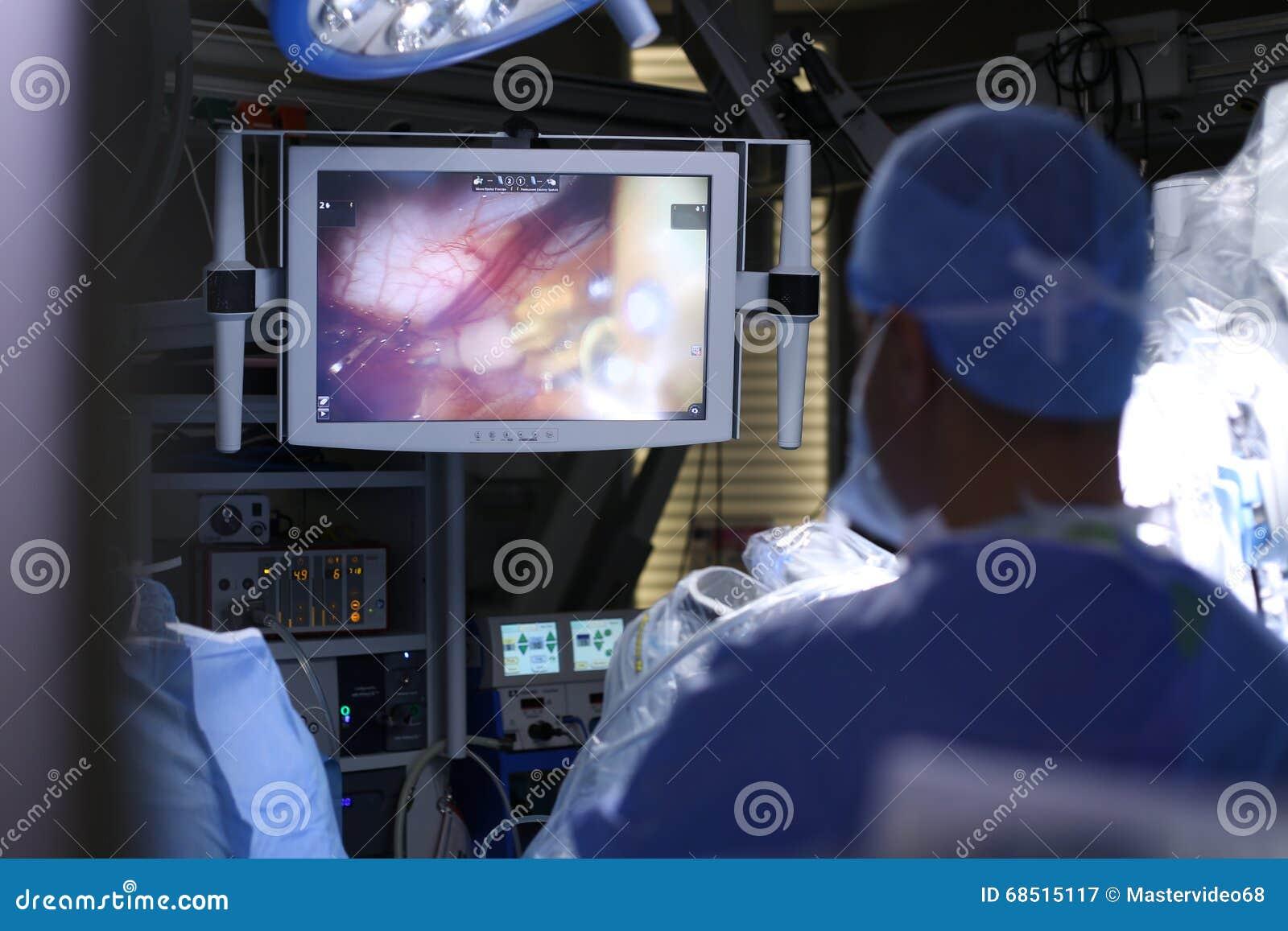 Ambulatorio robot Robot medico Operazione medica che comprende robot