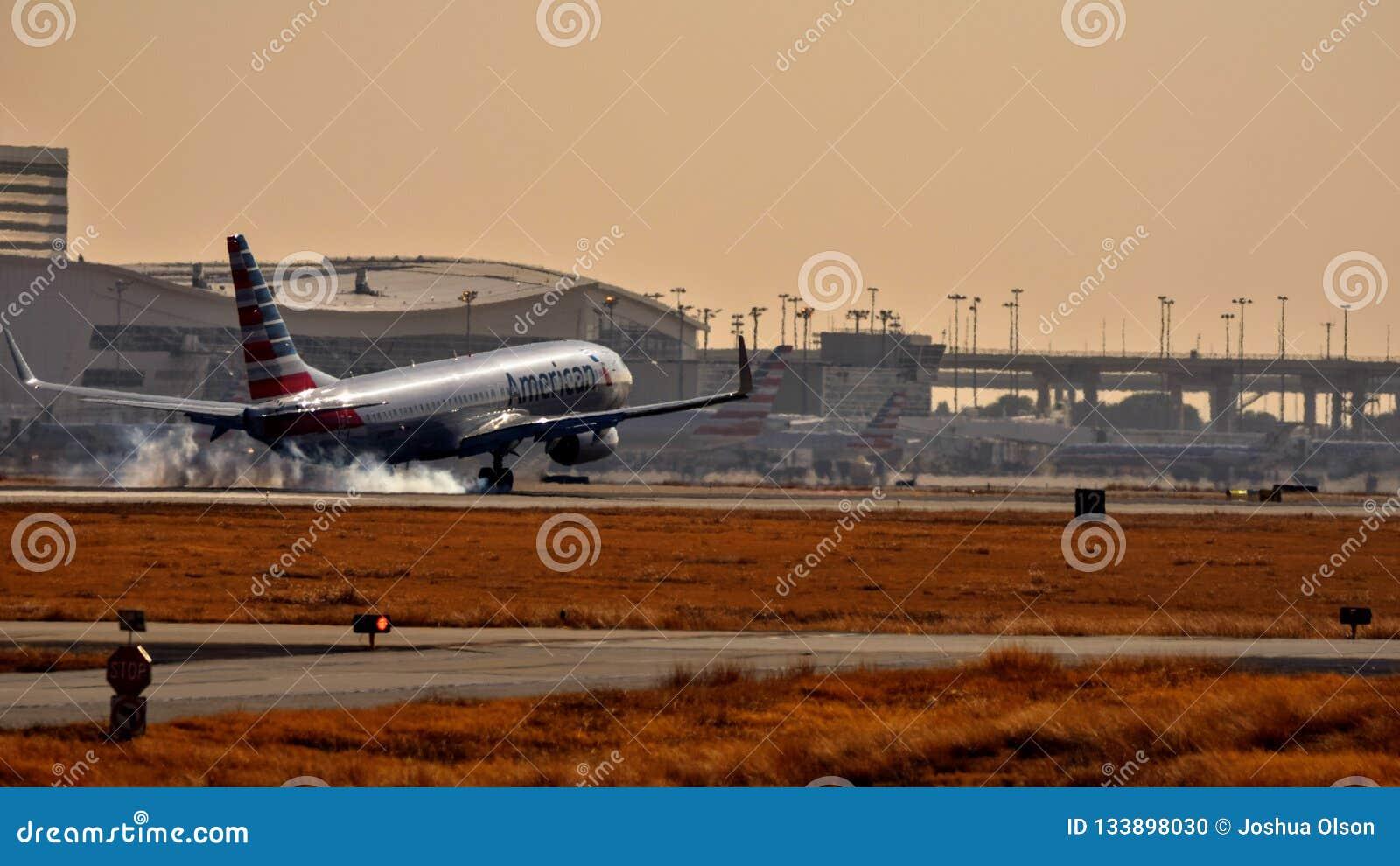 American Airlines Boeing die 737 binnen voor het landen komen