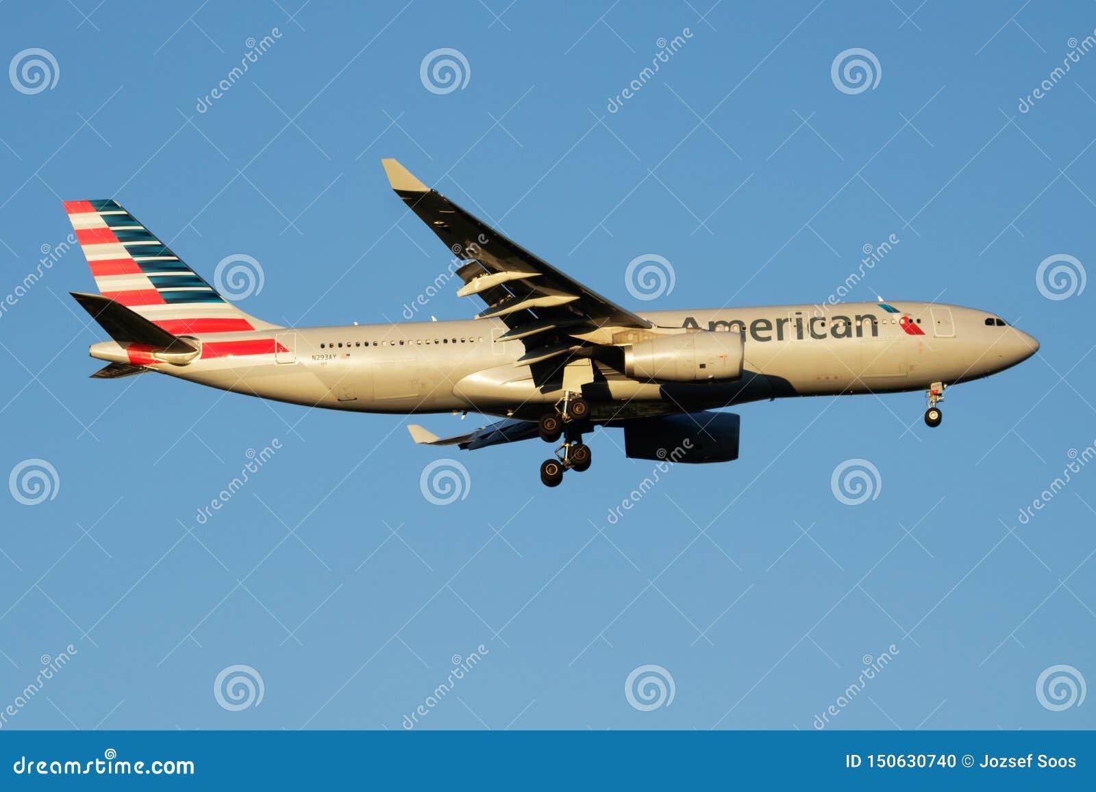 American Airlines-het vliegtuig die van de Luchtbusa330-200 N293AY passagier bij de Luchthaven van Madrid landen Barajas