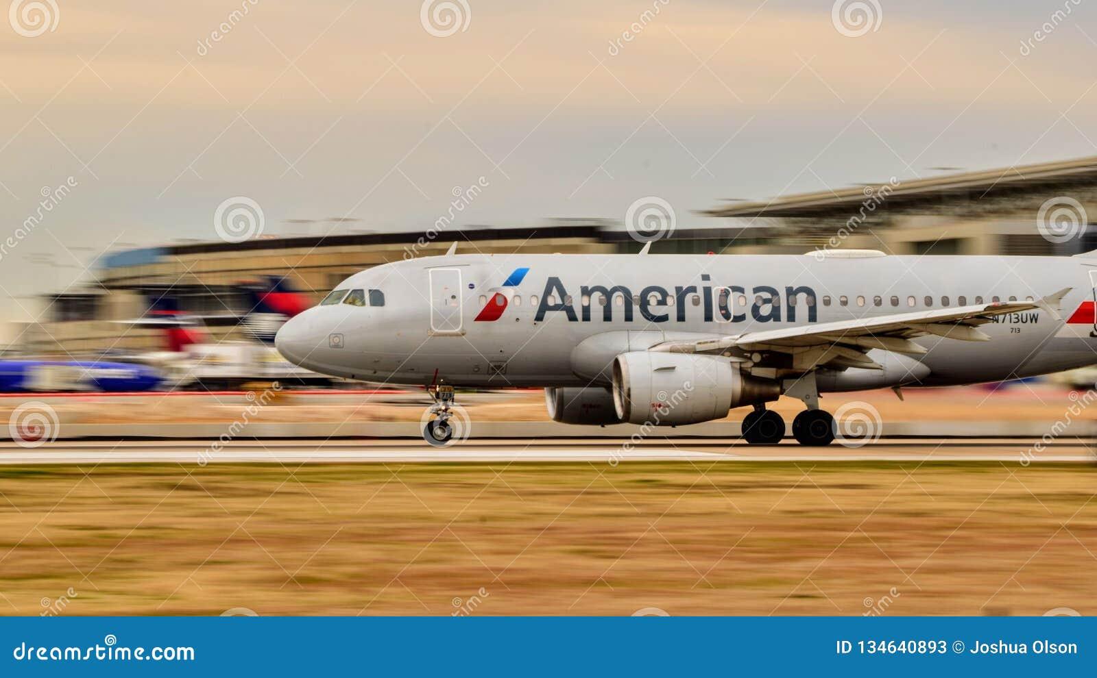 American Airlines-Luchtbus A320 het opstijgen