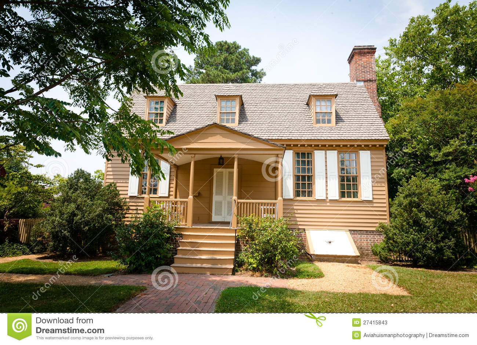 American colonial home stock photos image 27415843 - Plan de maison coloniale ...