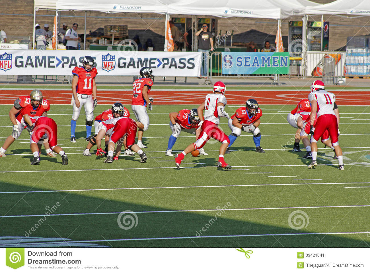 european football vs american football American football soccer rules players have to play with their legs if player uses their hands it will count as hand ball and the ball wll go to the other team american football rules players have to play wththeir hands they use their legs to kck the ball as field goal vs american football world .