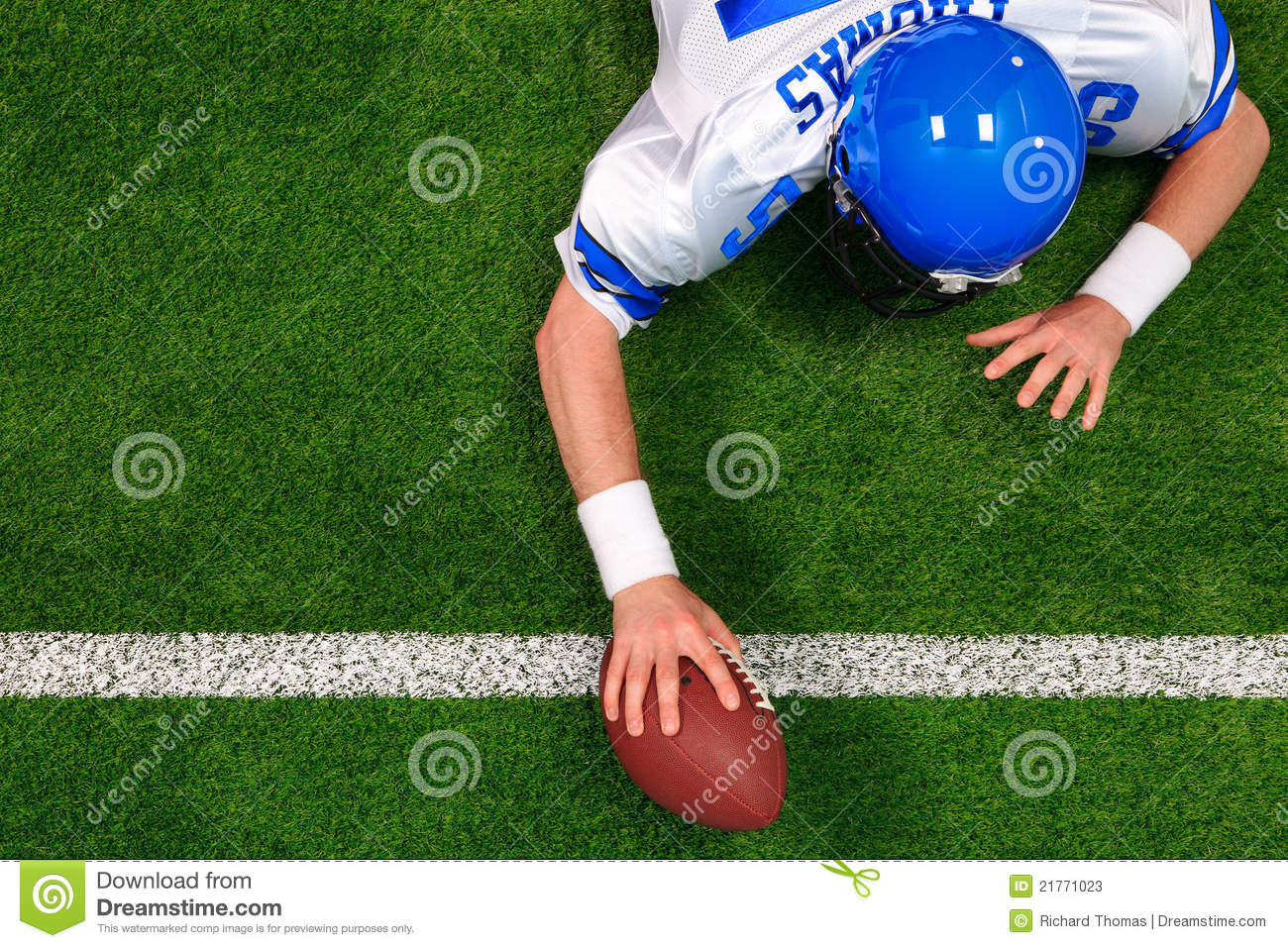 American football player one handed touchdown