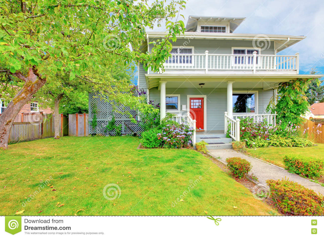 White house with red trim stock photography 35465150 - White house green trim ...