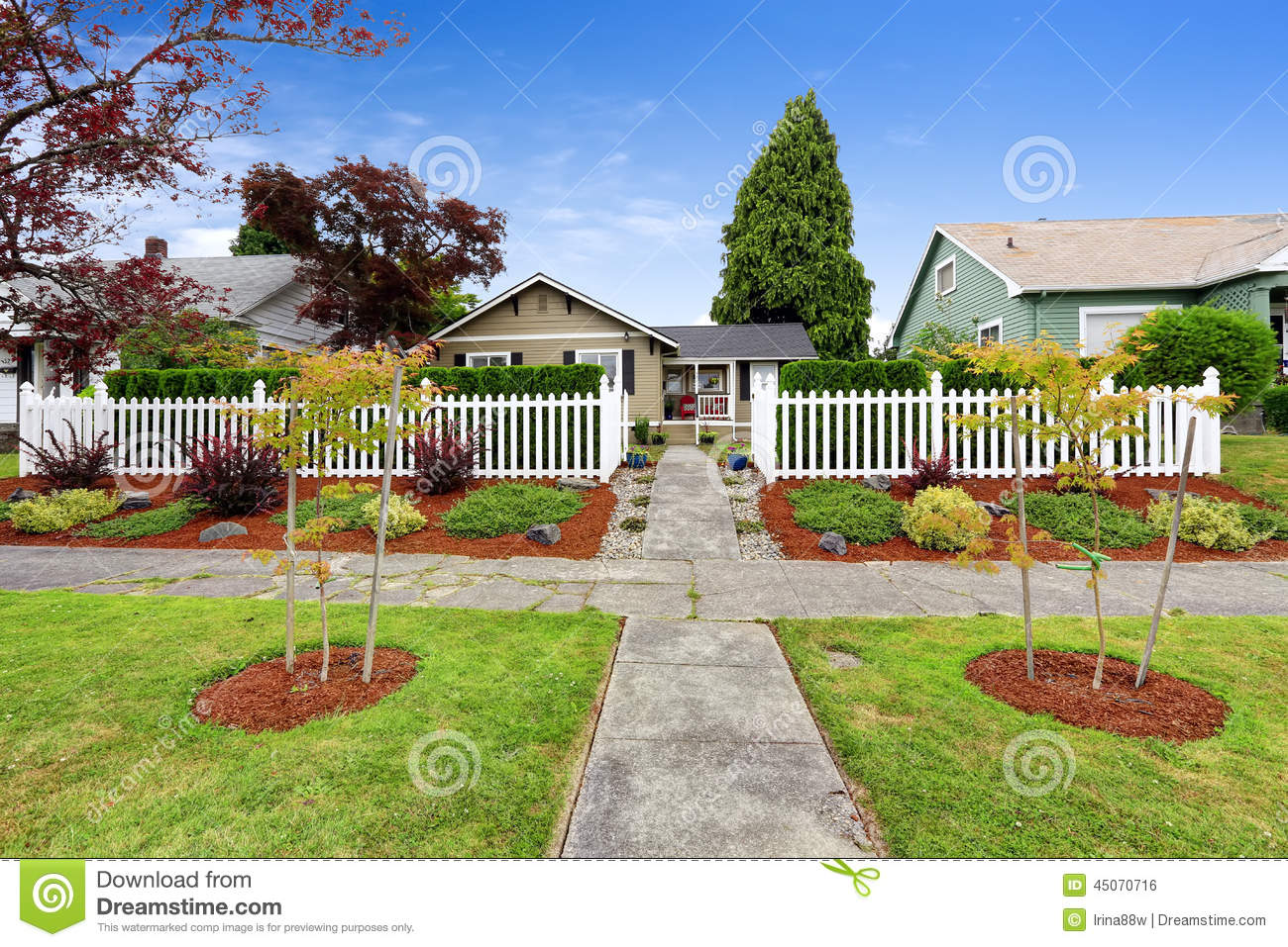 American house exterior with beautiful front yard for Beautiful front yards