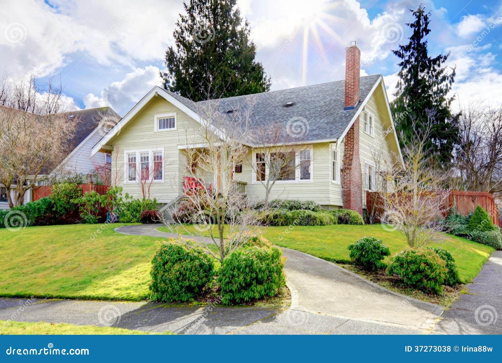 American Yellow Siding House Royalty Free Stock Photos