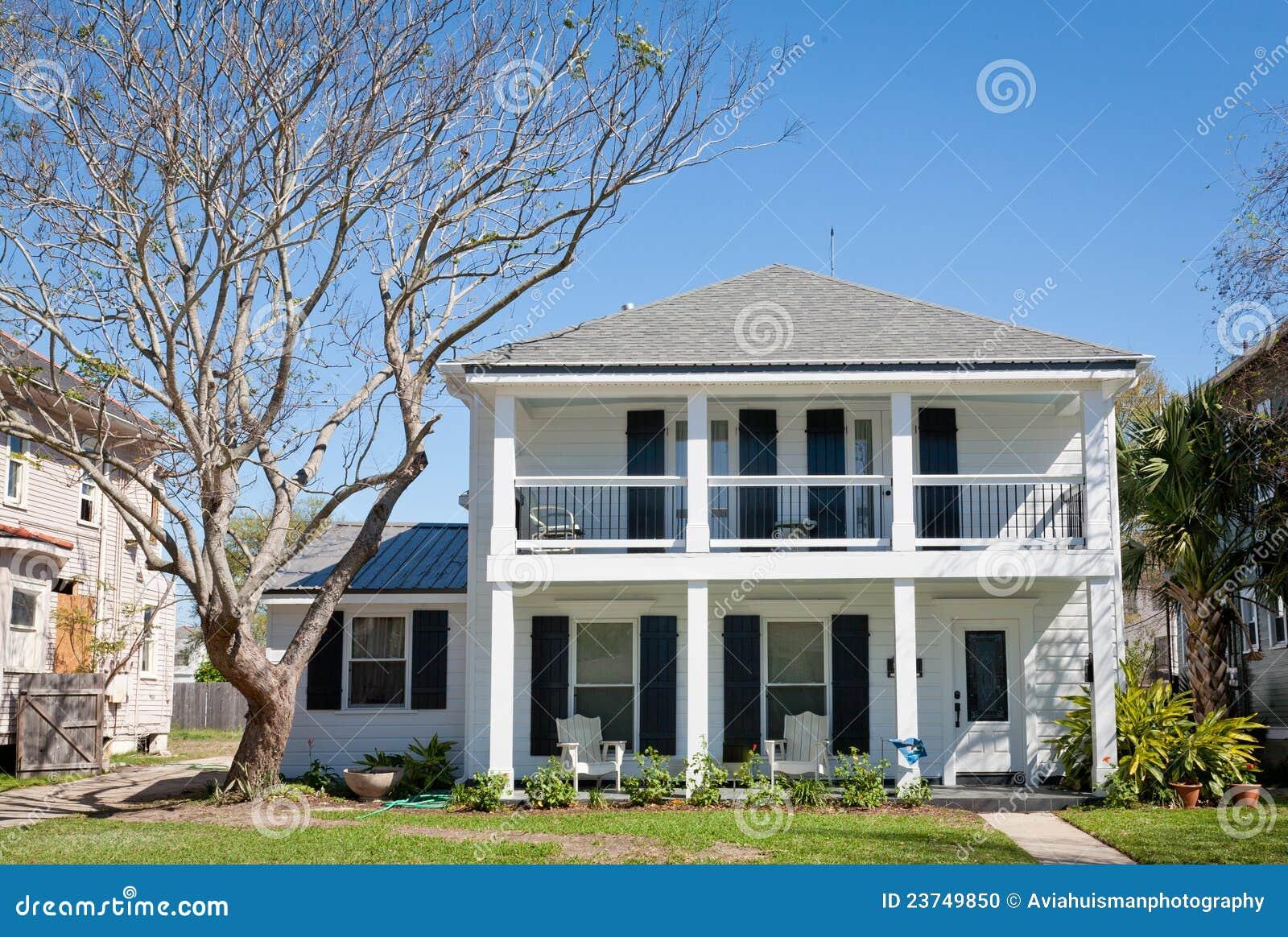 Amerikaans huis het herenhuis van de zuidelijk stijl stock foto afbeelding 23749850 - Mode stijl amerikaans ...