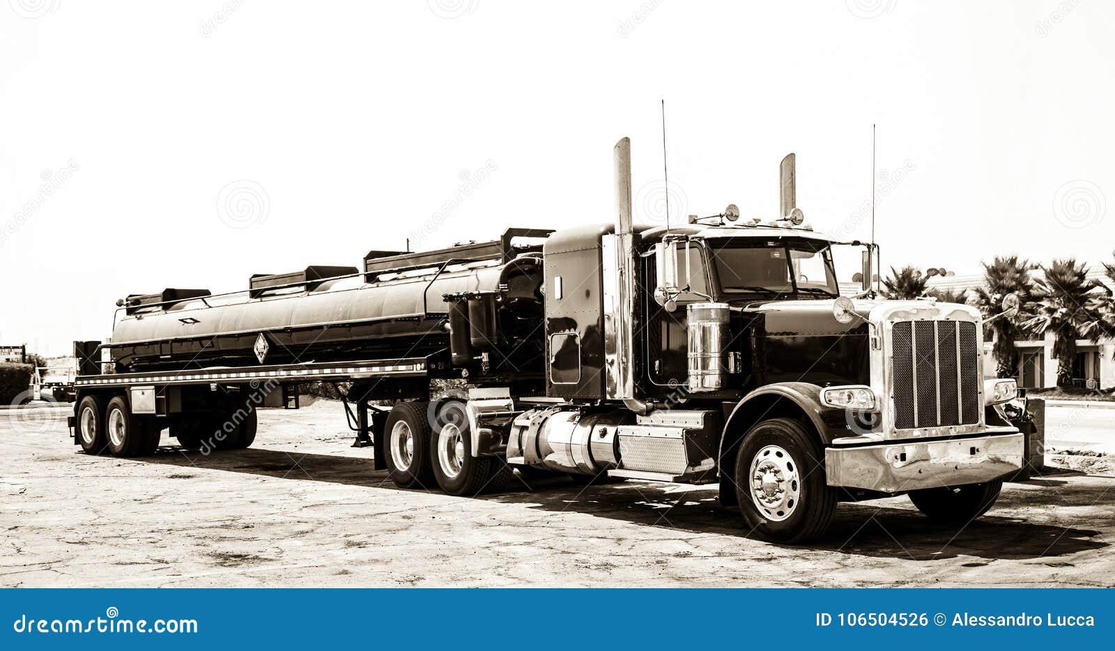 Amerikaanse stijl grote vrachtwagen stock foto afbeelding
