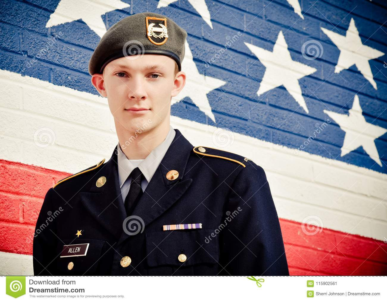 Amerikaanse Tiener in Front Of United States Flag-Muur