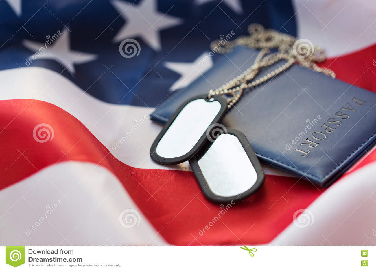 Amerikaanse vlag, paspoort en militair kenteken
