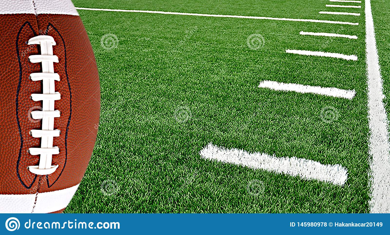 Amerikaanse voetbal op arena dichtbij de 50 yardlijn