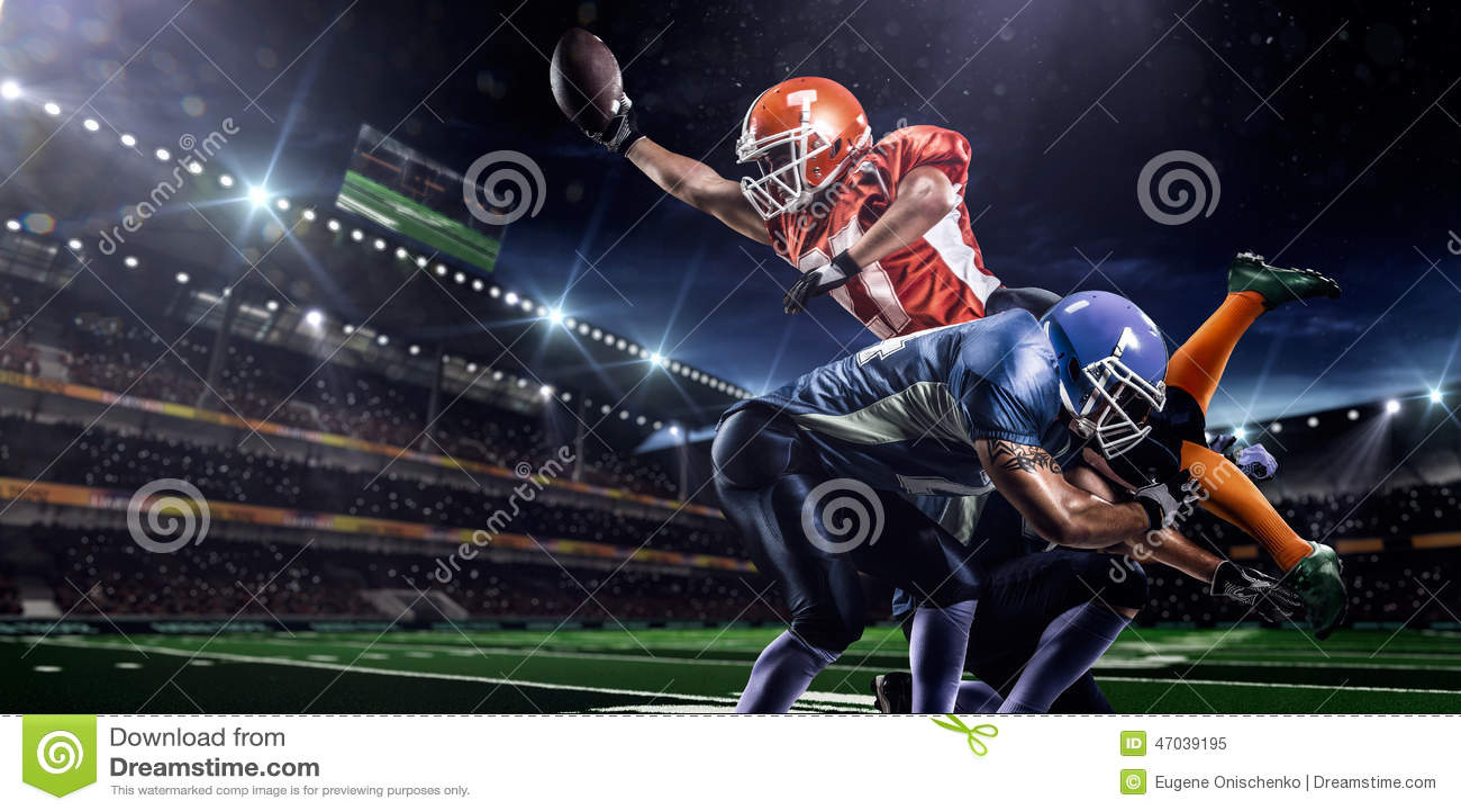 Amerikaanse voetbalster in actie betreffende stadion