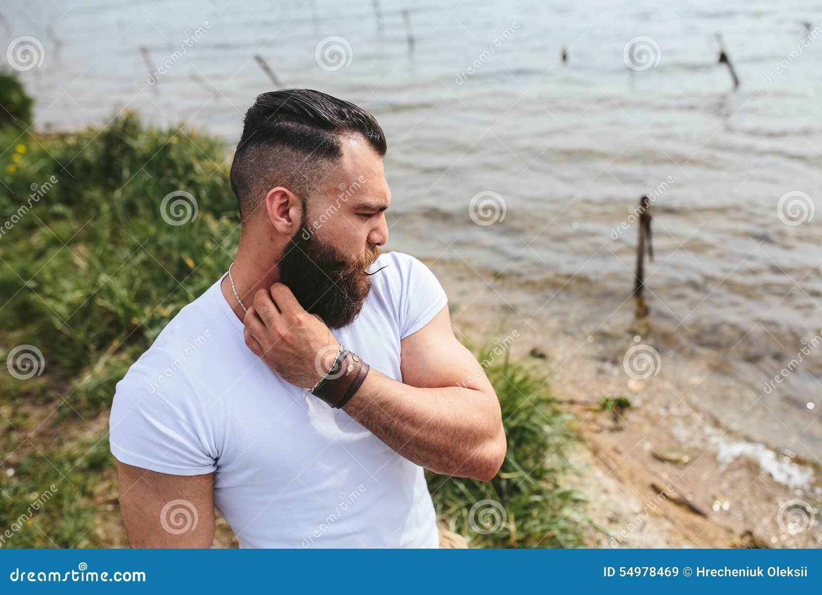 Amerikanen uppsökte mannen ser på flodbanken