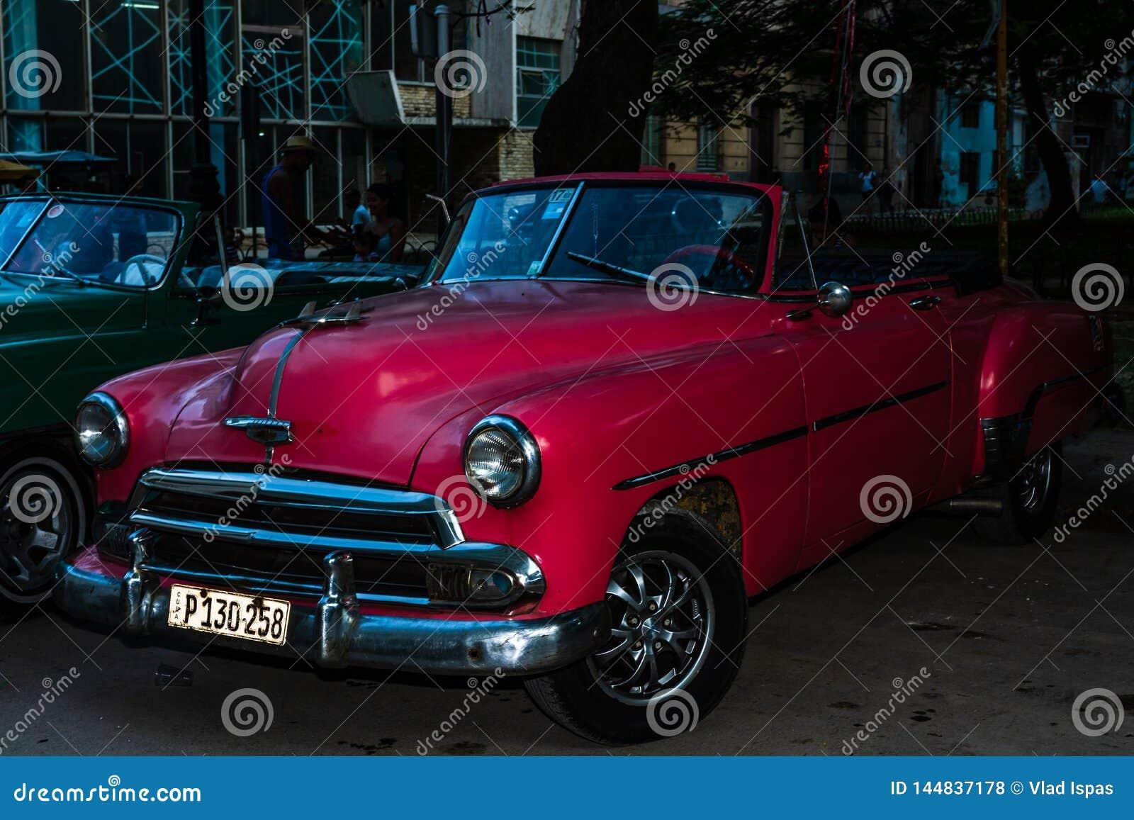 Amerikanischer Oldtimer auf den Stra?en von altem Havana, Kuba