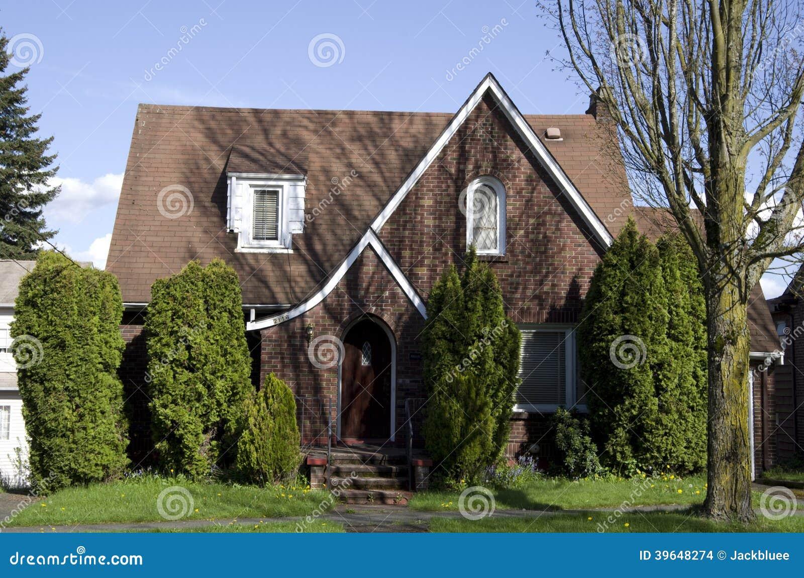 Amerikanisches altes backsteinhaus stockfoto bild von gardening klein 39648274 - Small belgian houses brick ...