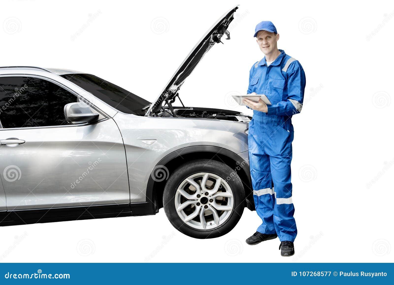 Amerikansk mekaniker med den brutna bilen och minnestavlan