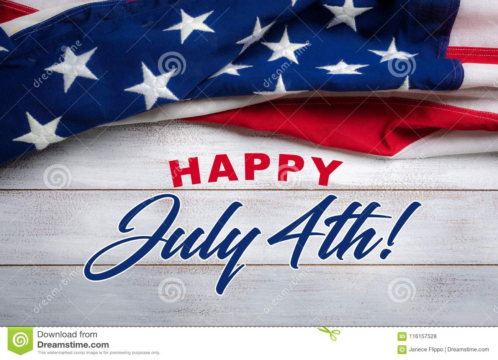 Amerikanska flaggan på en vit sliten träbakgrund med den Juli 4th hälsningen