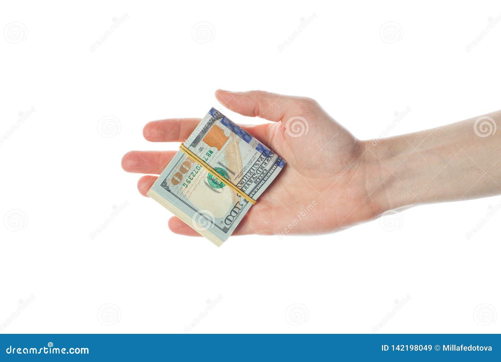 Amerykańscy dolary banknotów w męskiej ręce odizolowywającej na białym tle 100 USA dolarów rachunku gotówki pieniądze