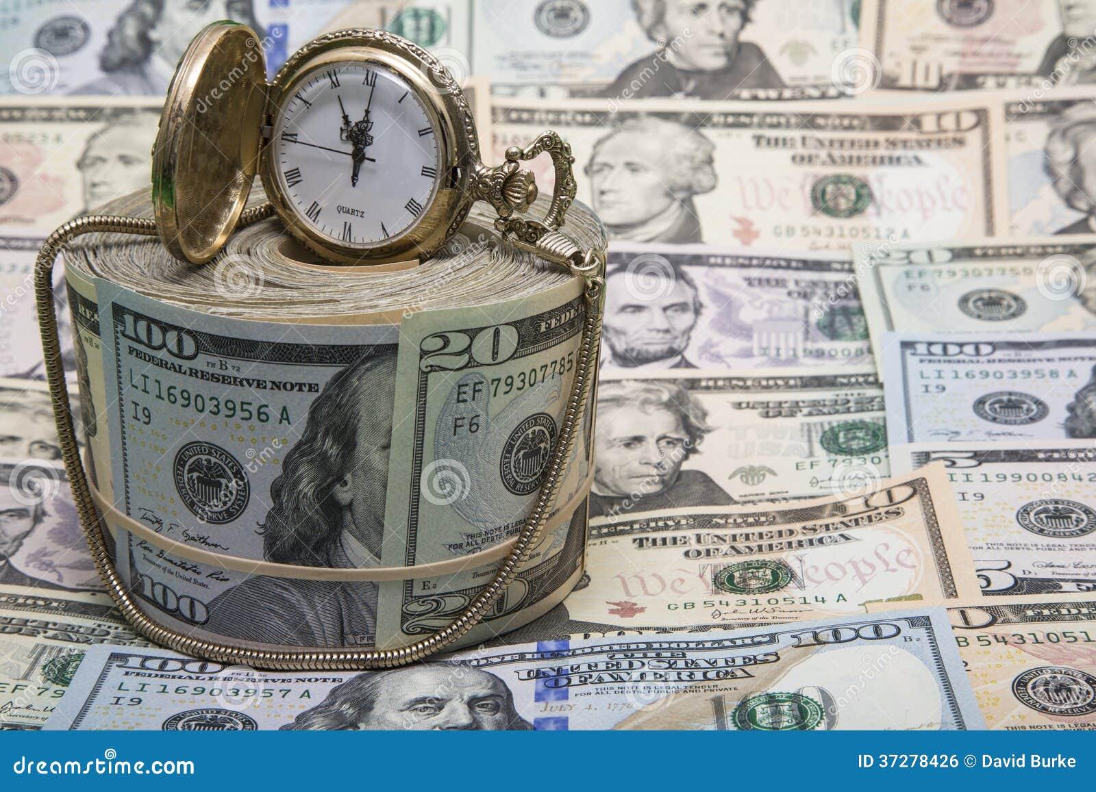Amerykański pieniądze złocistego zegarka tło
