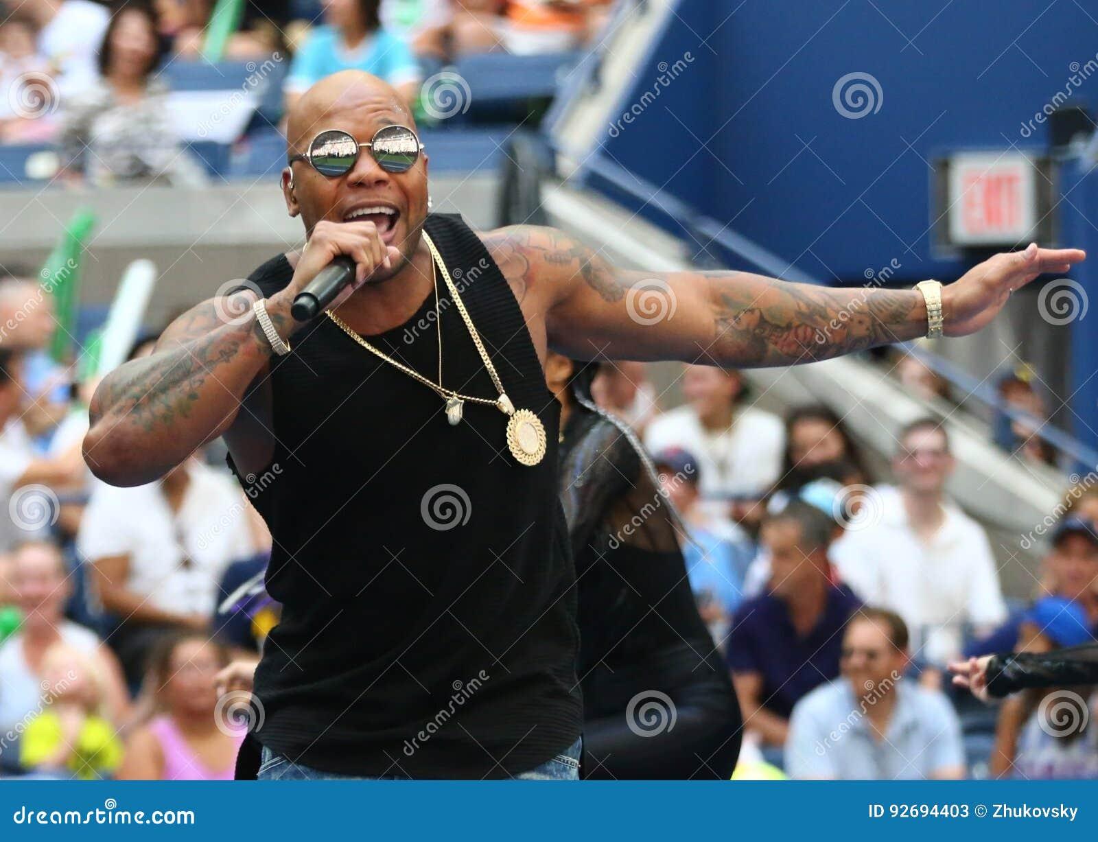 Amerykański raper, piosenkarz i kompozytor Flo Rida, uczestniczymy przy Arthur Ashe dzieciaków dniem 2016