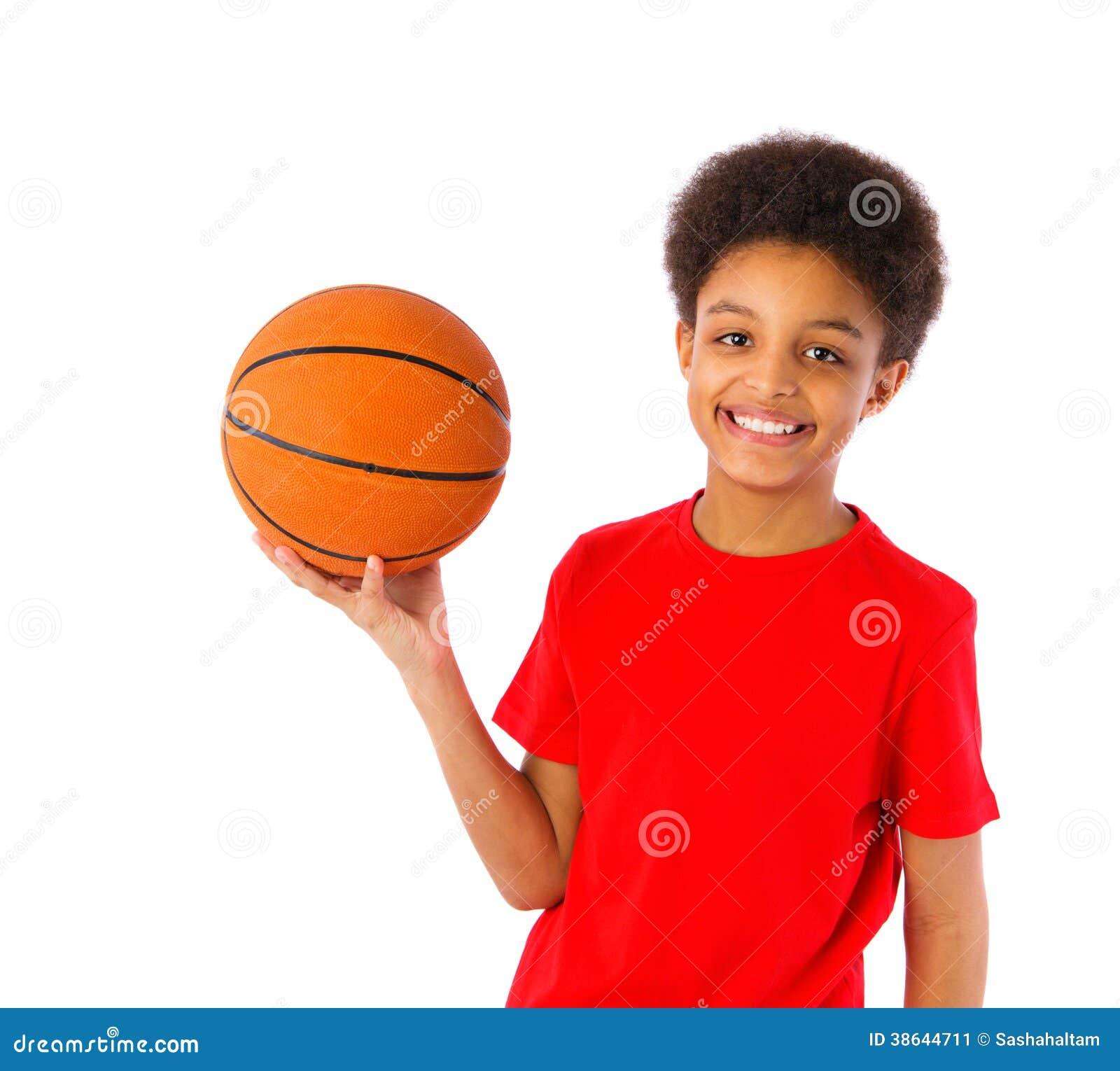 Amerykanin Afrykańskiego Pochodzenia szkolna chłopiec z koszykówką