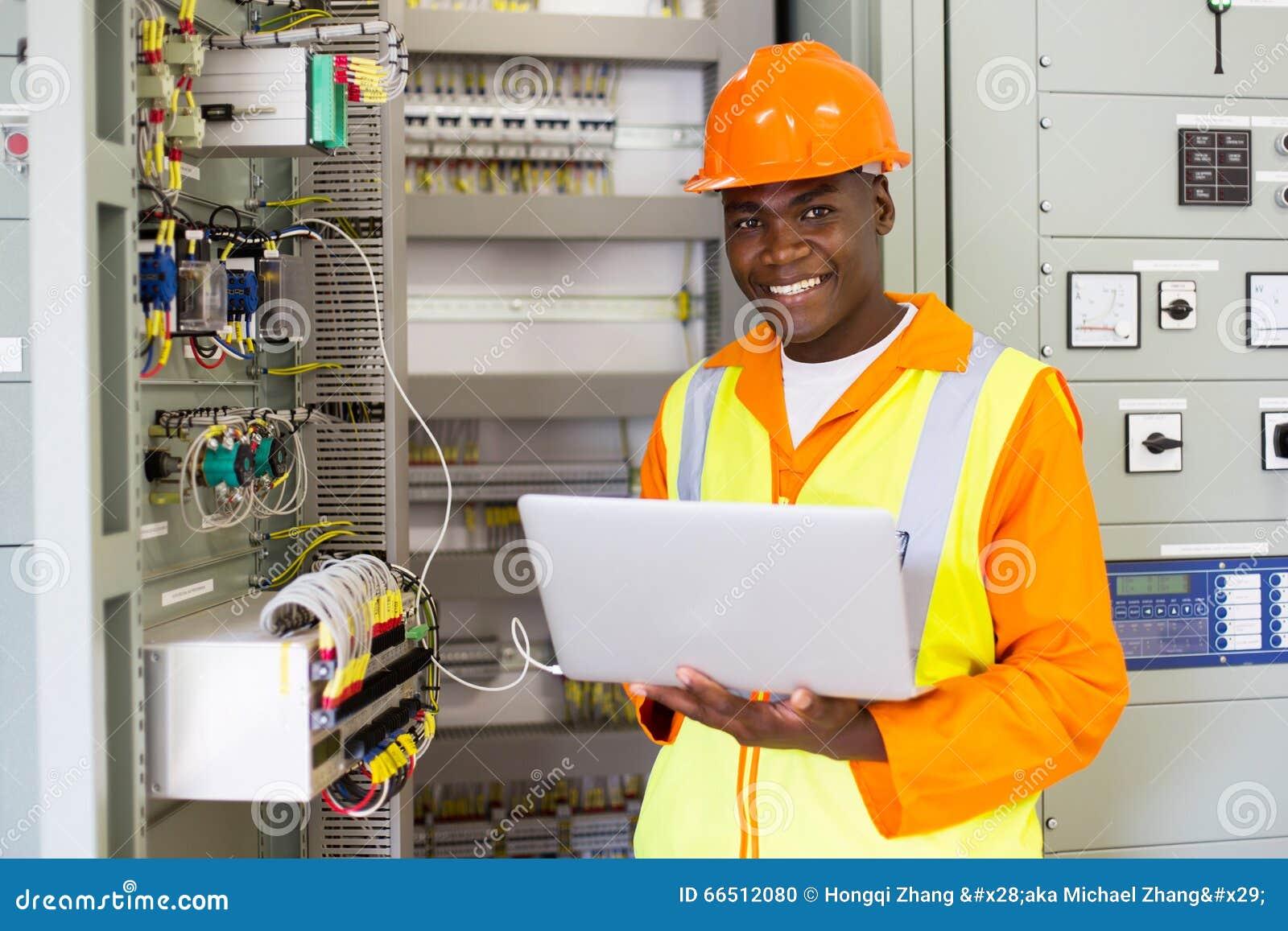 Amerykanina afrykańskiego pochodzenia elektryczny inżynier