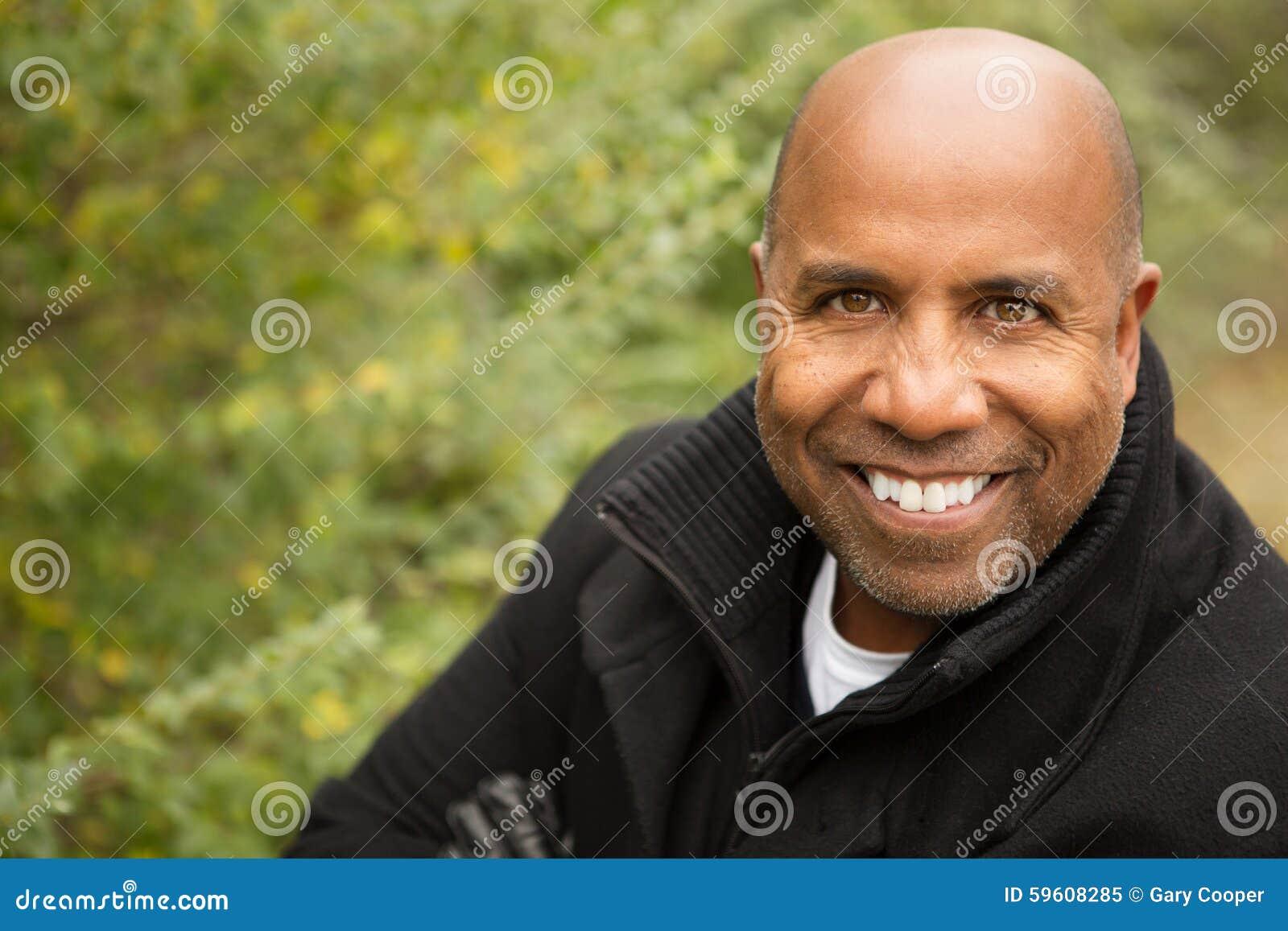 Amerykanina afrykańskiego pochodzenia mężczyzna dojrzały