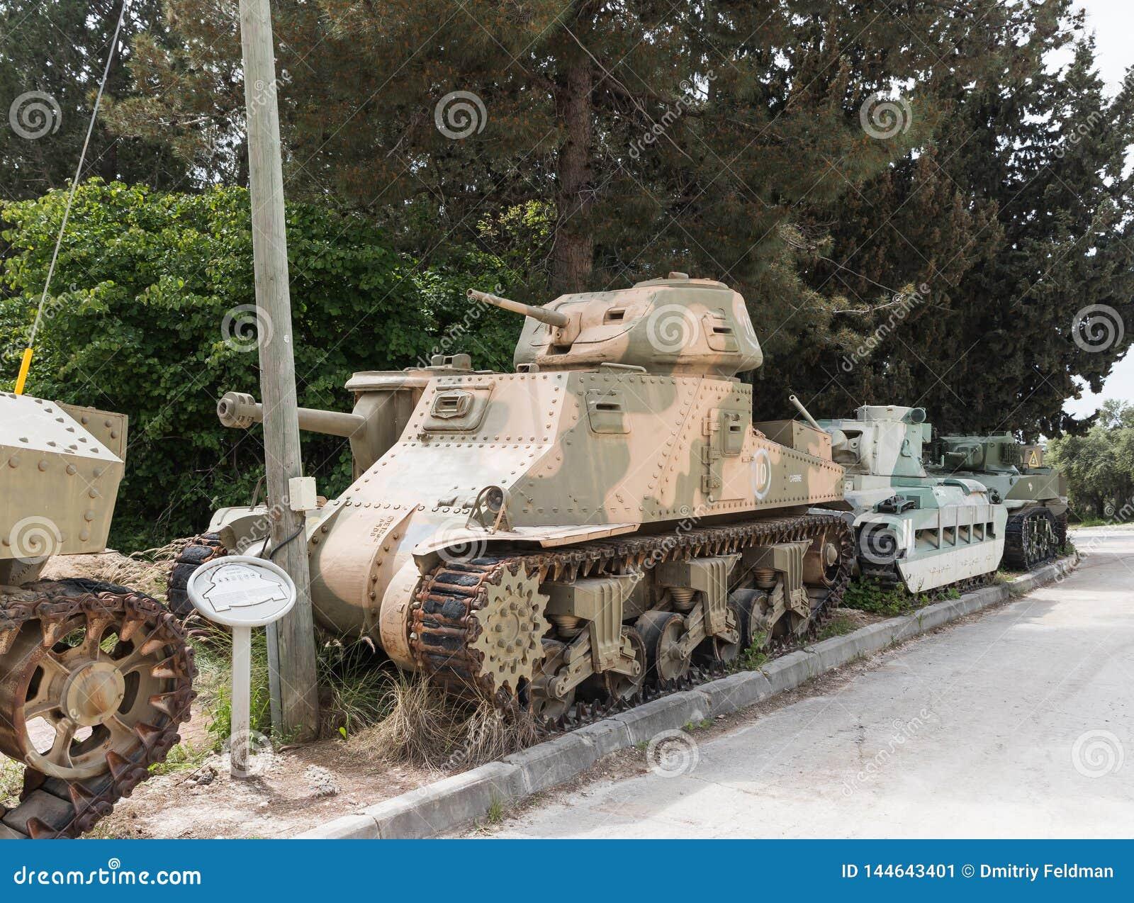 Amerykanina M3 Grant zbiornik jest na Pamiątkowym miejscu blisko Opancerzonych korpusów Muzealnych w Latrun, Izrael