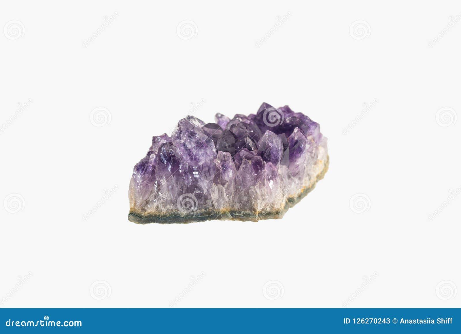 Ametystowa druza odizolowywająca Purpurowi szorstcy ametystowi kwarcowi kryształy