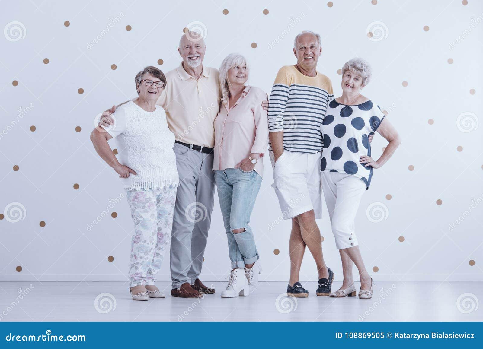 Amici anziani di infanzia