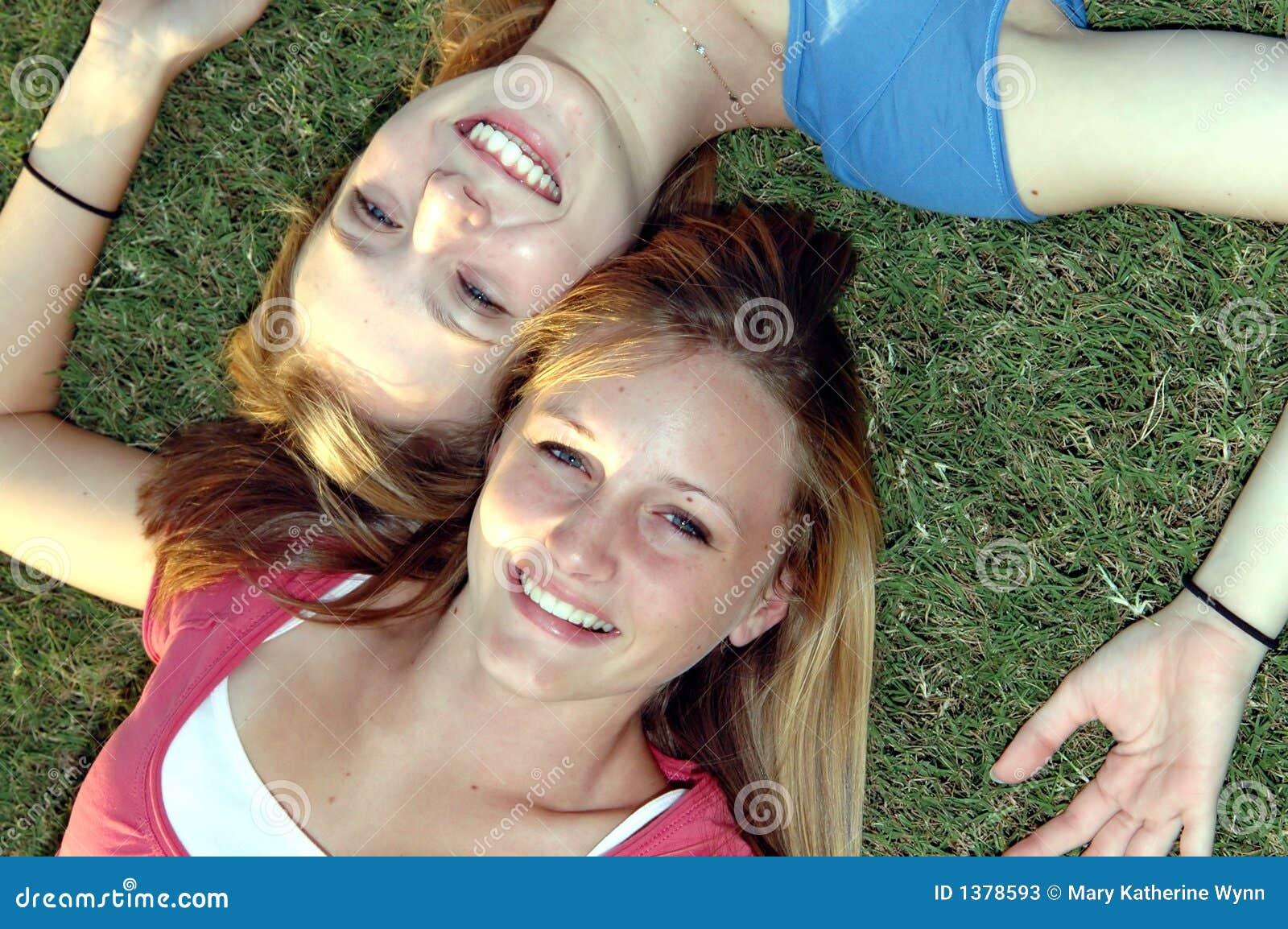 Amigos adolescentes felizes
