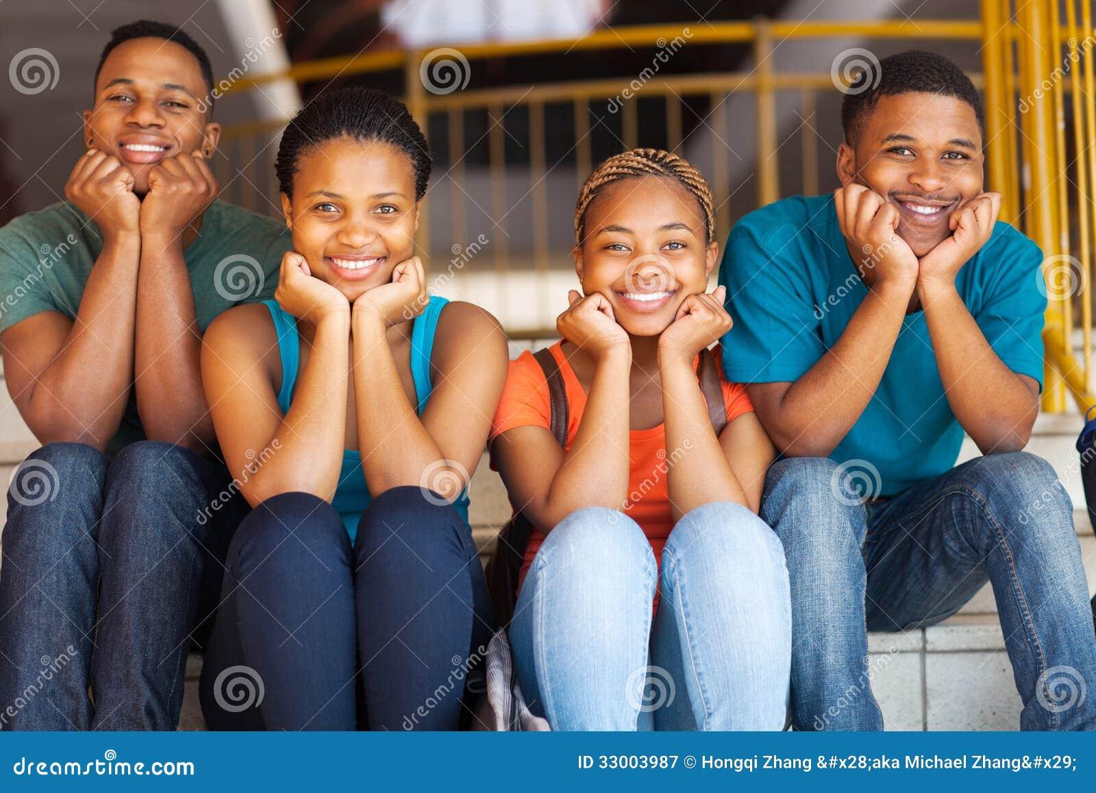 Amigos africanos de la universidad