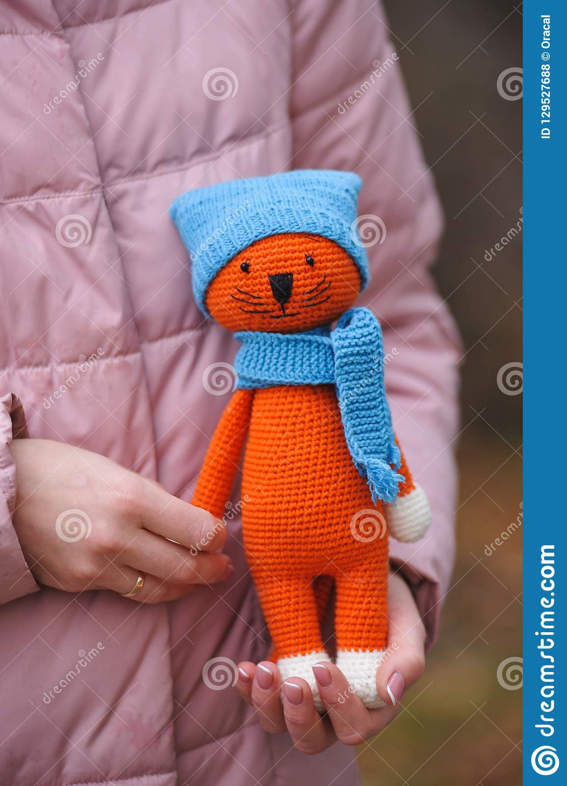 Amigurumi Cat in Hat Free Crochet Pattern - Crochet.msa.plus | 1600x1155