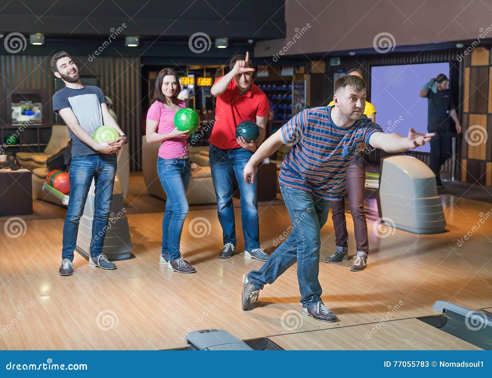 Amis dans le bowling