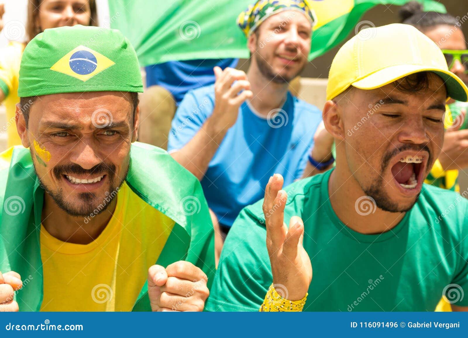 Amis de match de football de observation du Brésil