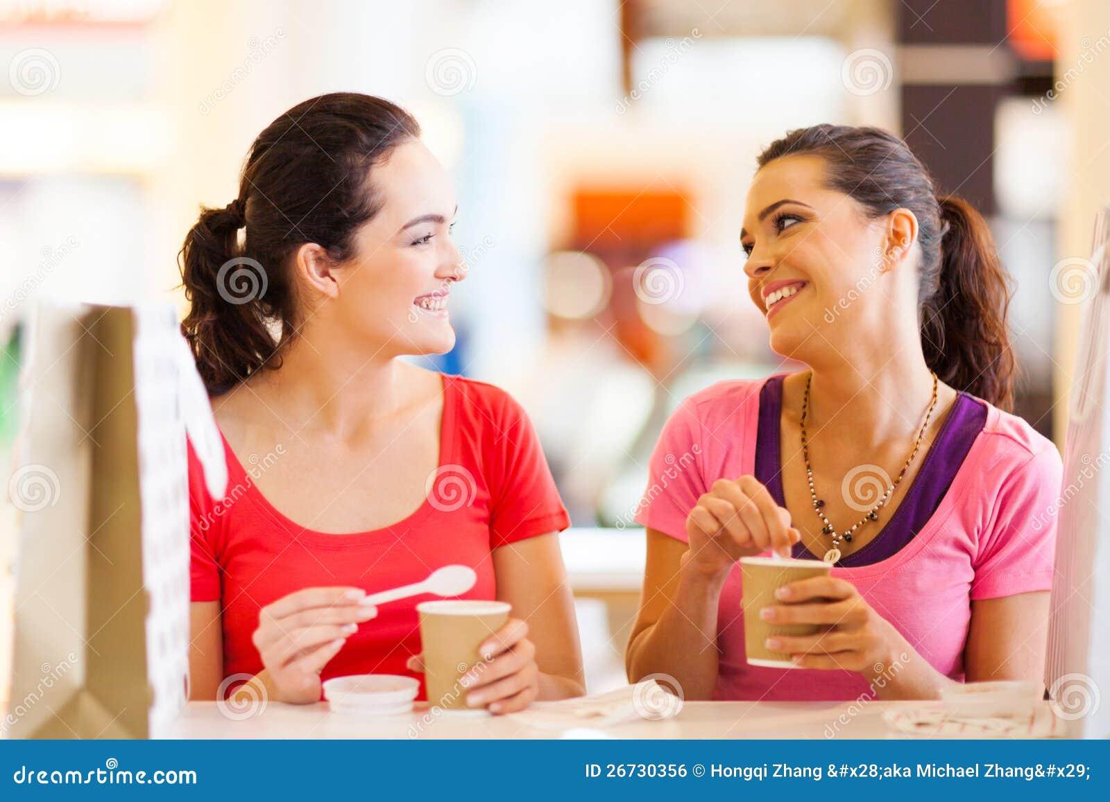 Amis en café