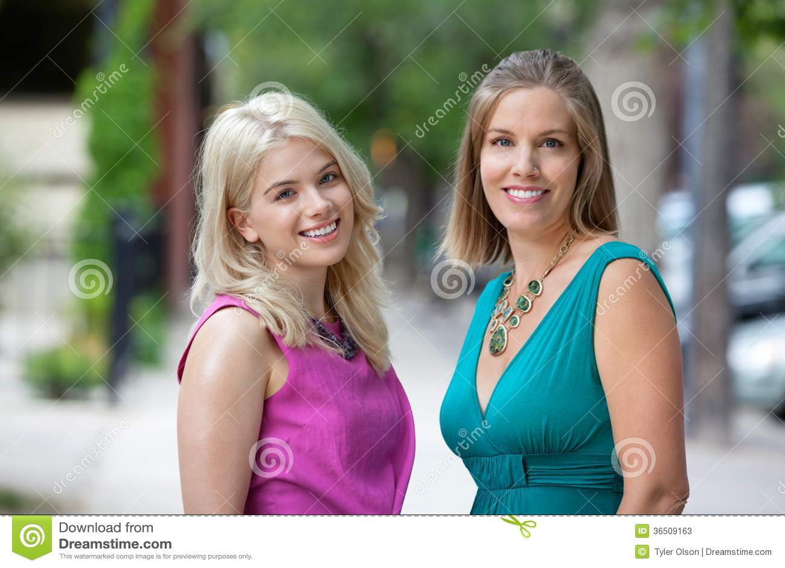 Amis féminins heureux