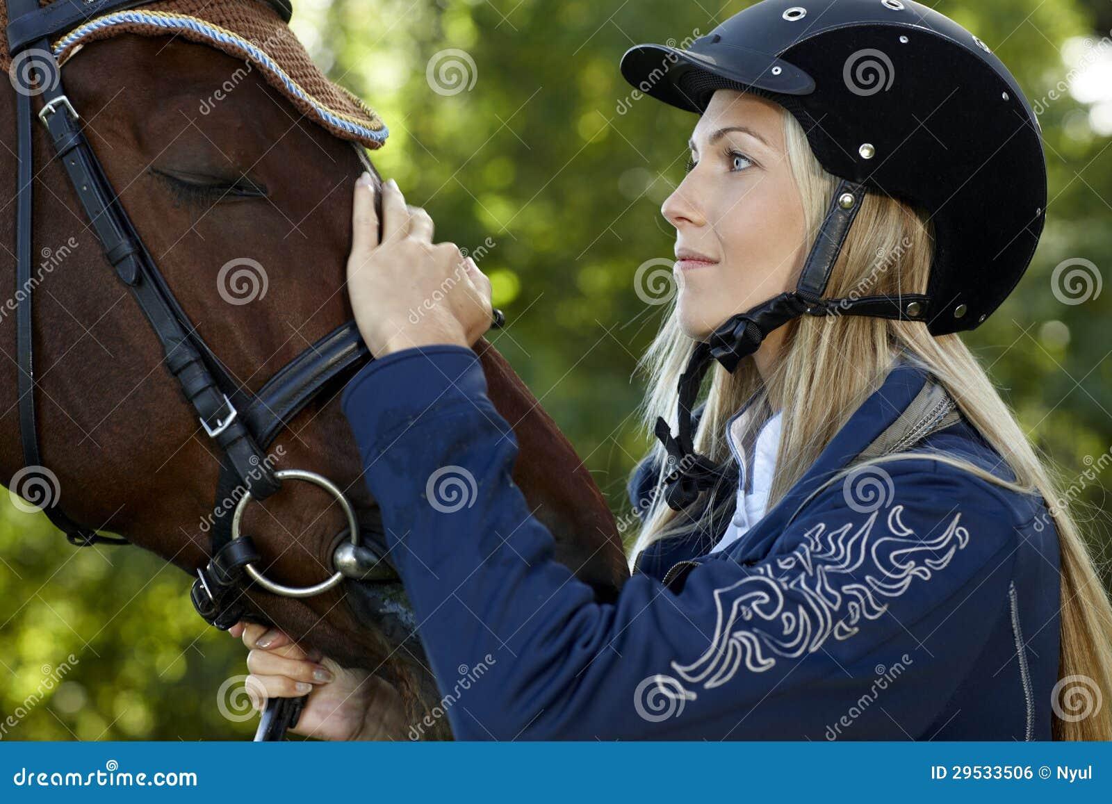 Amizade entre o cavaleiro e o cavalo