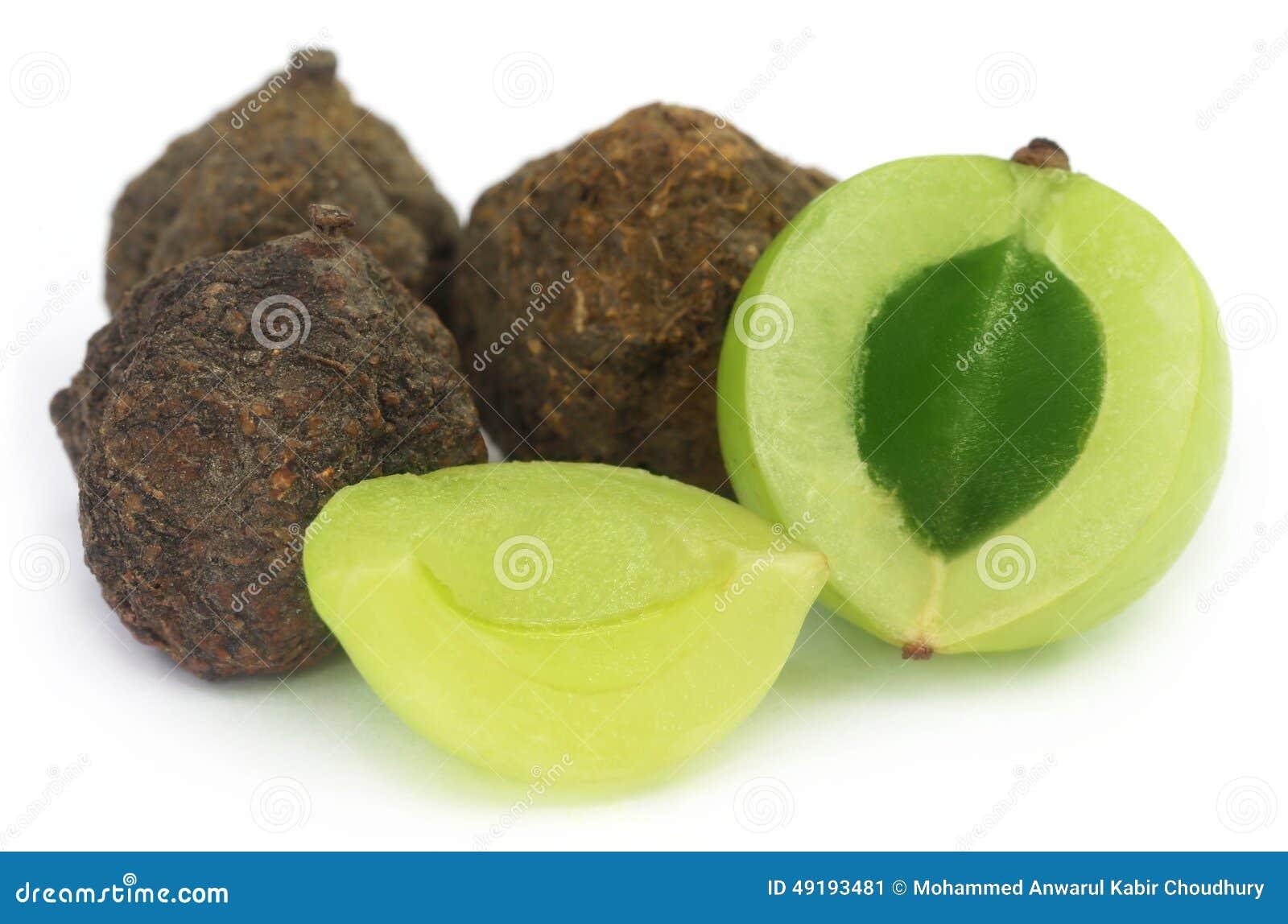 Amla-Früchte - getrocknet und grün