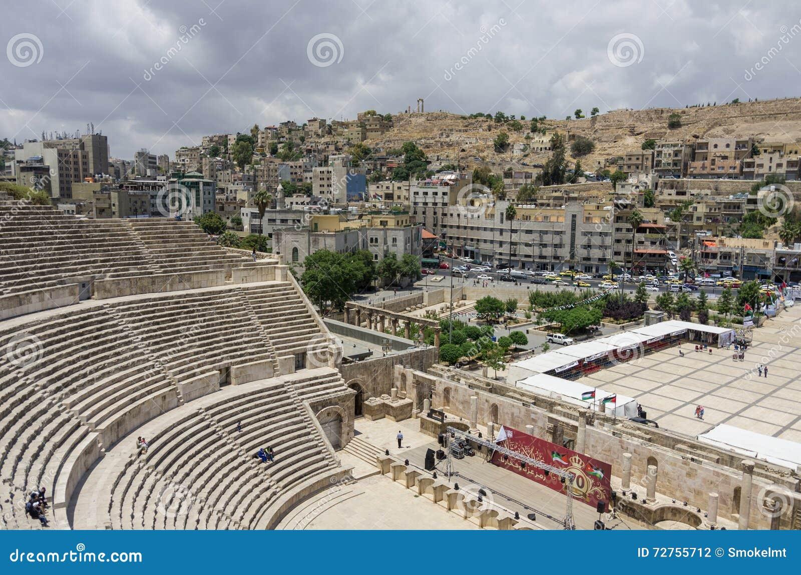 Amman, Jordânia - 28 de maio de 2016: Anfiteatro romano dentro na cidade com