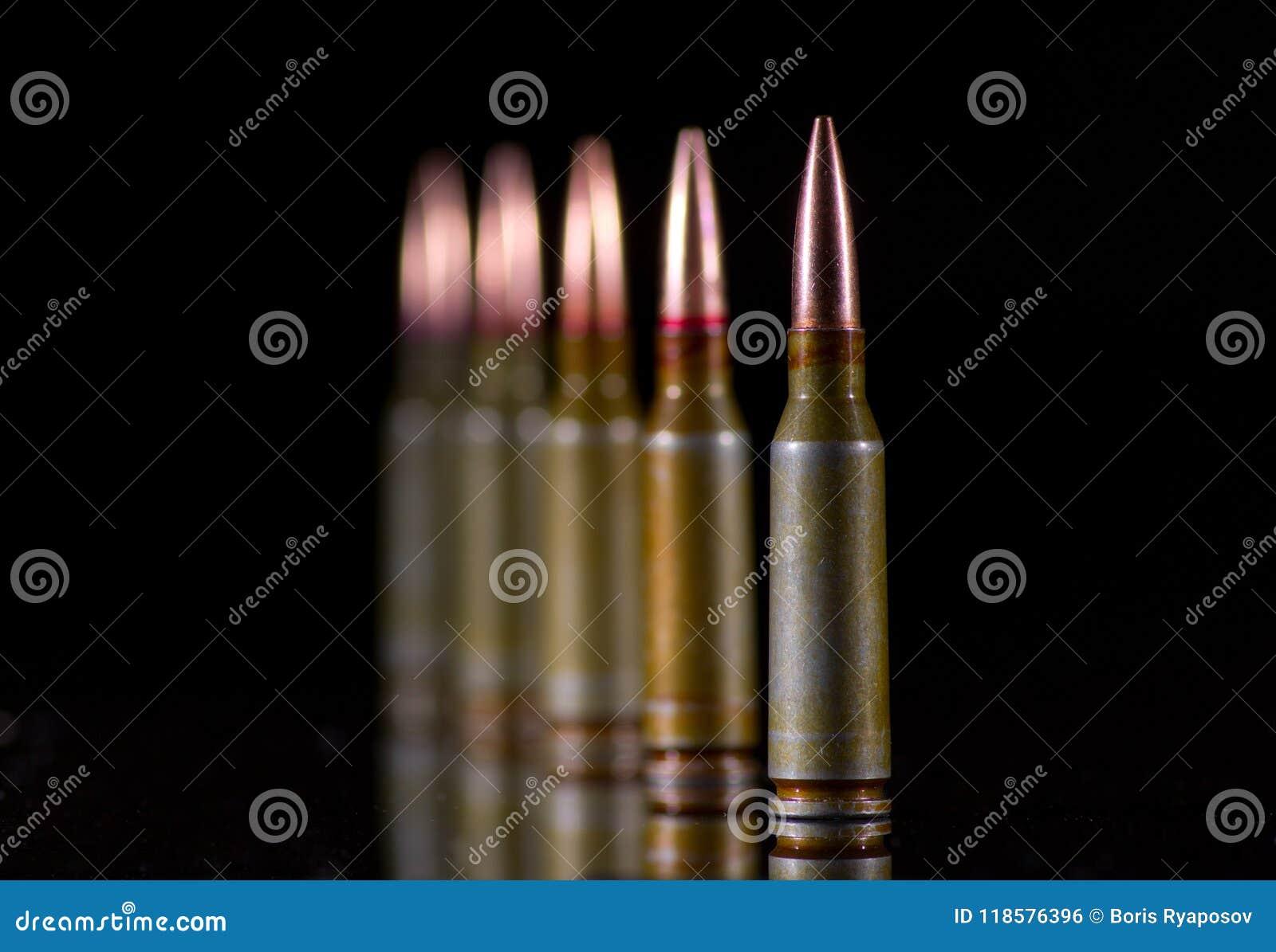 Ammunitionkassetter på svart