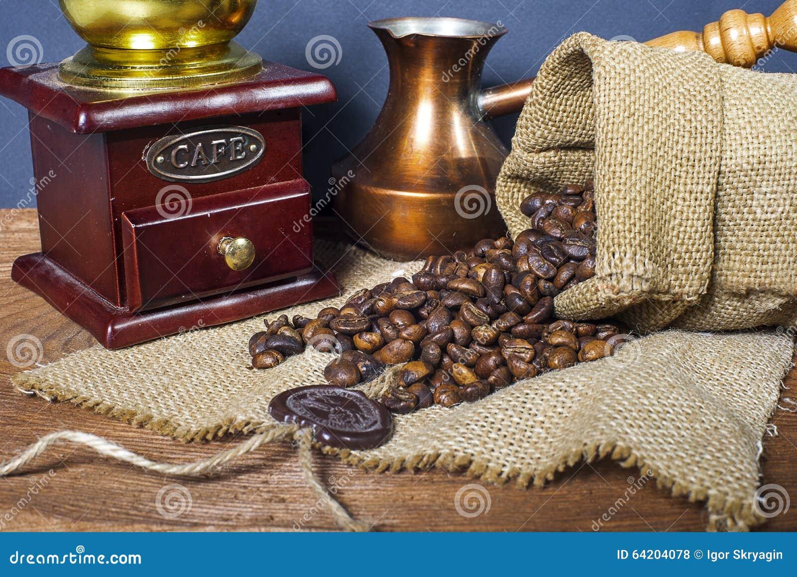 Amoladora, turco y taza de café de café