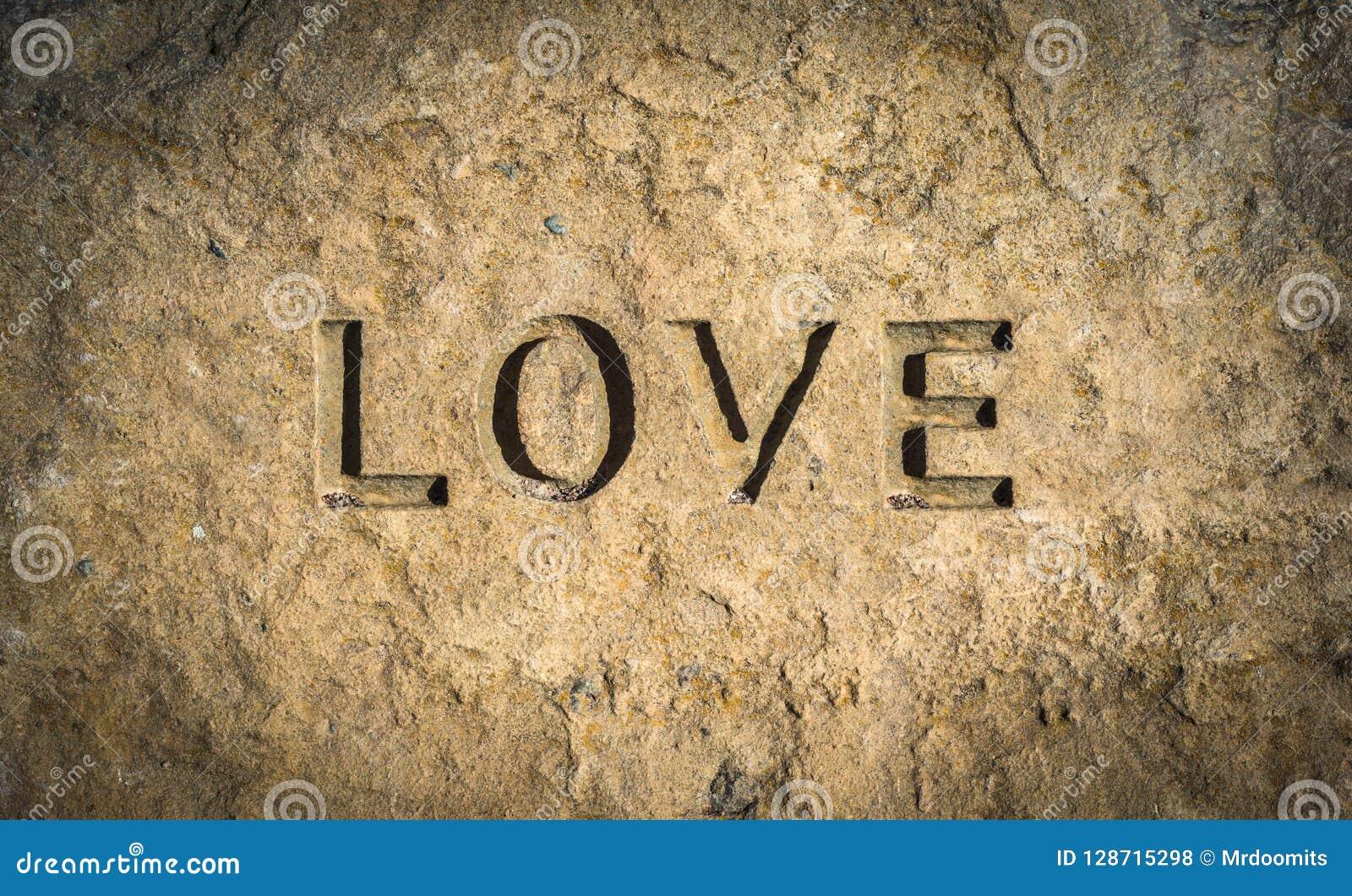 Amore cesellato in roccia