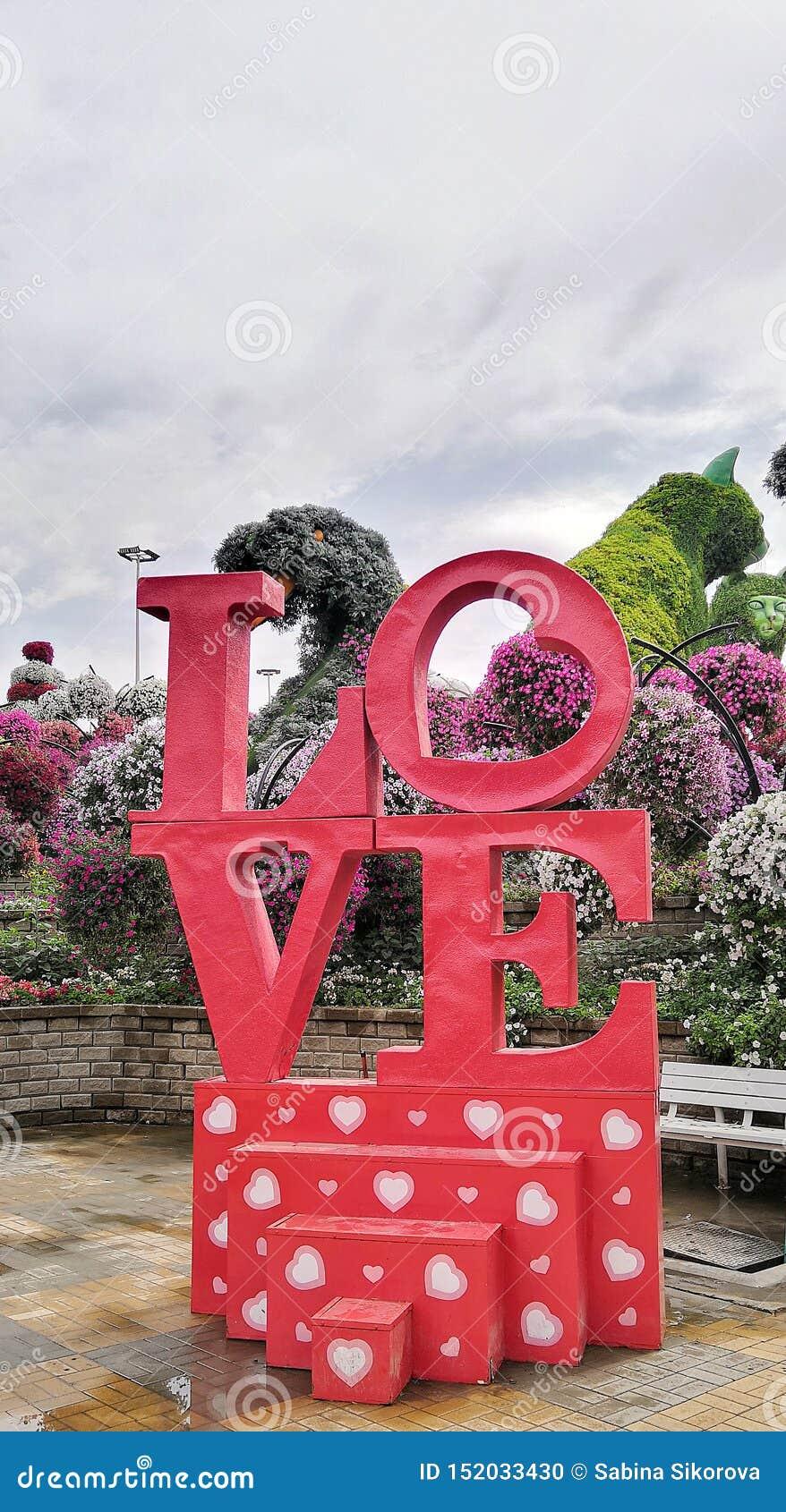 Amore nel giardino di miracolo nel Dubai